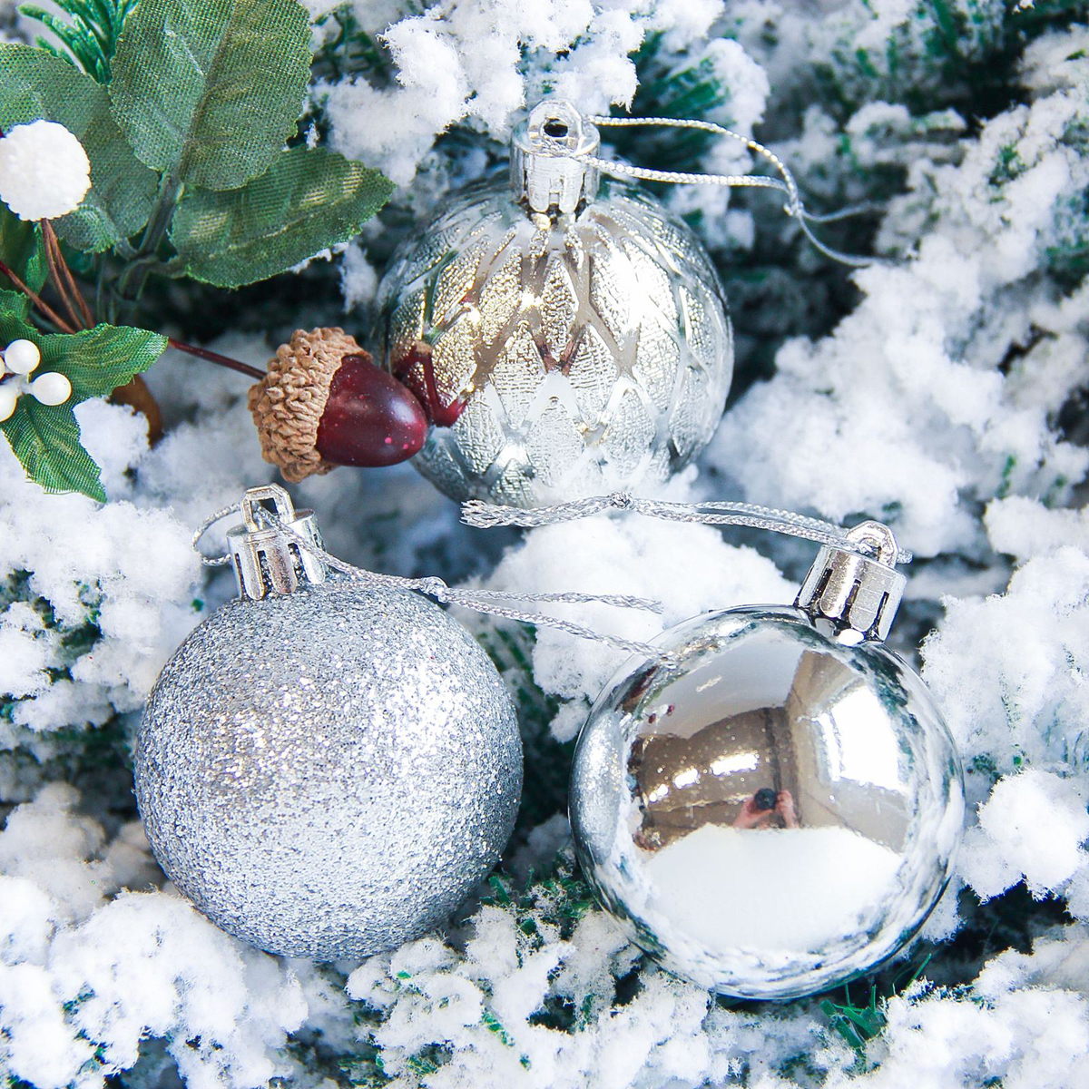 Набор новогодних подвесных украшений Sima-land Анданте, цвет: серебристый, диаметр 5 см, 12 шт2178229Невозможно представить нашу жизнь без праздников! Мы всегда ждём их и предвкушаем, обдумываем, как проведём памятный день, тщательно выбираем подарки и аксессуары, ведь именно они создают и поддерживают торжественный настрой.