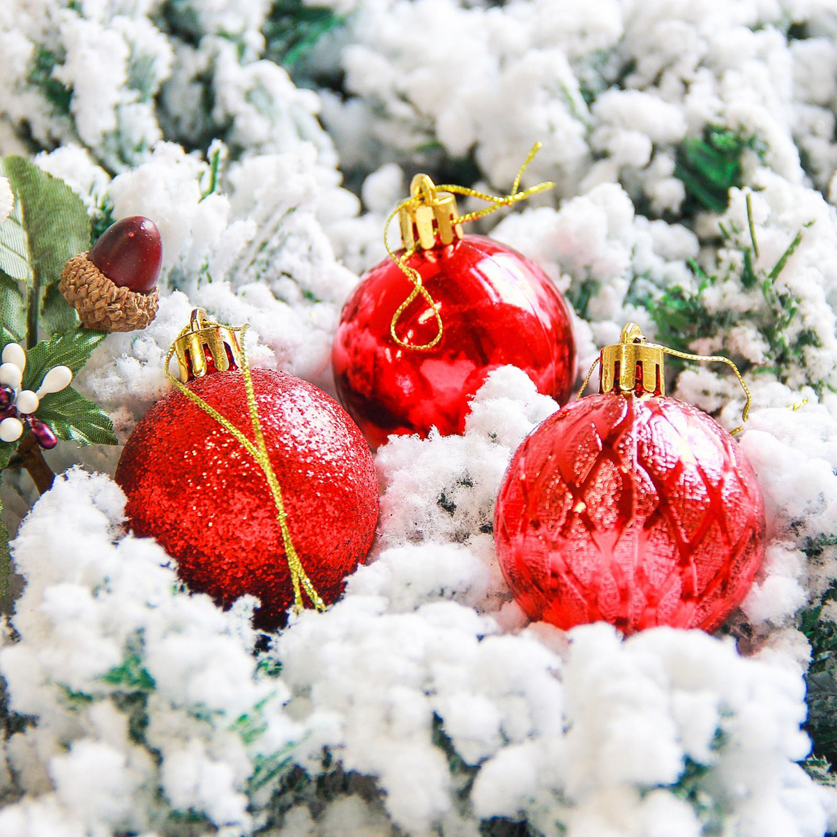 Набор новогодних подвесных украшений Sima-land Анданте, цвет: красный, диаметр 5 см, 12 шт2178230Невозможно представить нашу жизнь без праздников! Мы всегда ждём их и предвкушаем, обдумываем, как проведём памятный день, тщательно выбираем подарки и аксессуары, ведь именно они создают и поддерживают торжественный настрой.