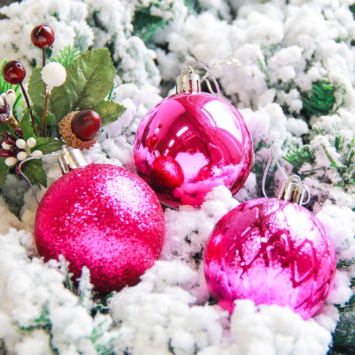 """Новогодние украшения """"Sima-land"""" изготовлены из пластика. Изделия имеют плотный корпус, поэтому не разобьются при падении.Невозможно представить нашу жизнь без праздников! Новогодние украшения несут в себе волшебство и красоту праздника. Создайте в своем доме атмосферу тепла, веселья и радости, украшая его всей семьей.В наборе 6 штук."""