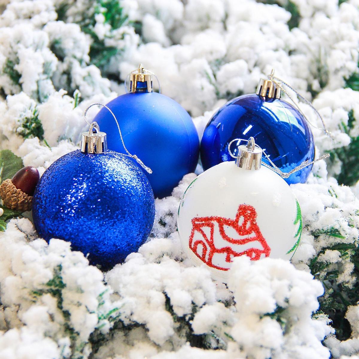 Набор новогодних подвесных украшений Sima-land Кьюзо, цвет: синий, диаметр 6 см, 16 шт2178238Невозможно представить нашу жизнь без праздников! Мы всегда ждём их и предвкушаем, обдумываем, как проведём памятный день, тщательно выбираем подарки и аксессуары, ведь именно они создают и поддерживают торжественный настрой.
