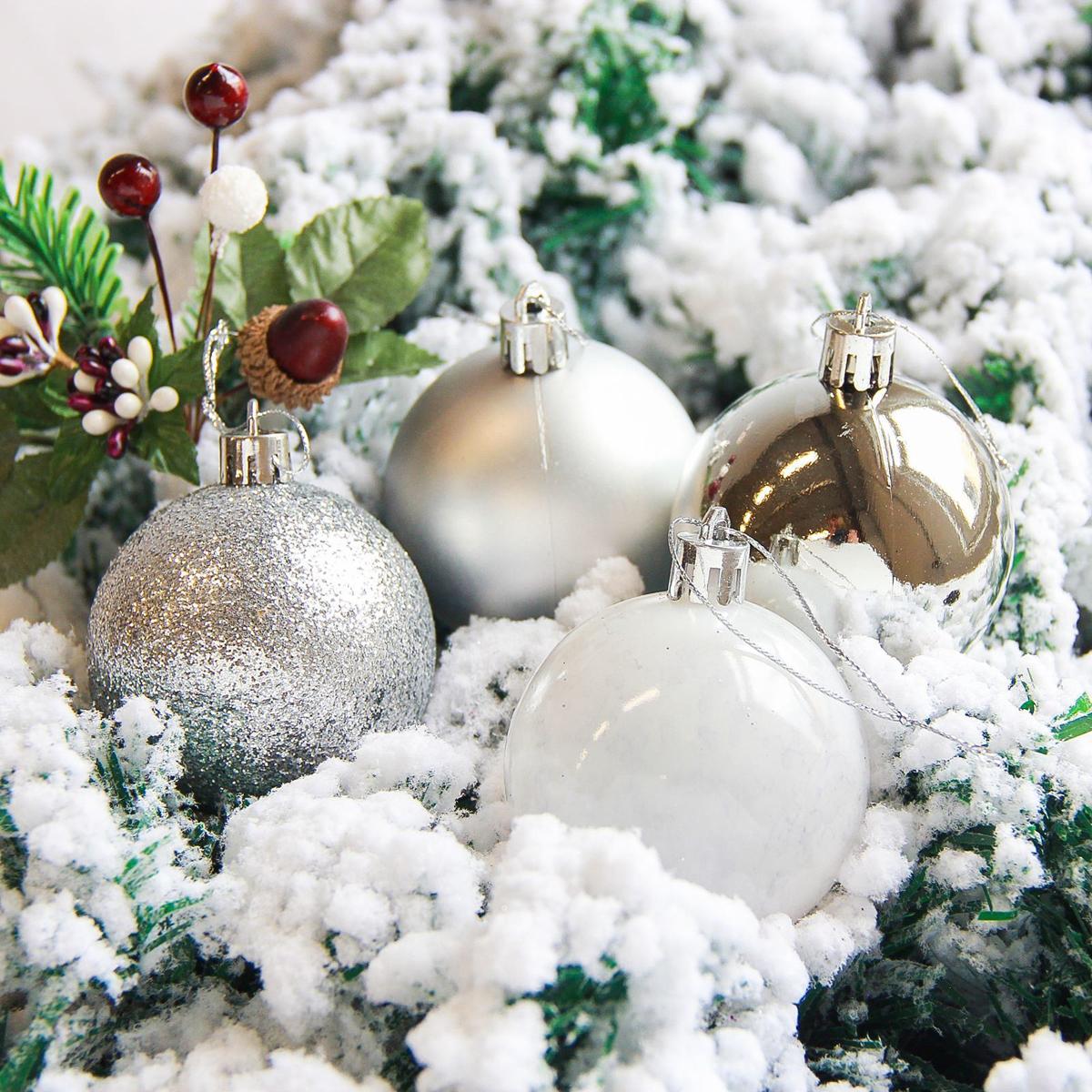 Набор новогодних подвесных украшений Sima-land Кьюзо, цвет: серебристый, диаметр 6 см, 16 шт. 21782402178240Набор новогодних подвесных украшений Sima-land отлично подойдет для декорации вашего дома и новогодней ели. С помощью специальной петельки украшение можно повесить в любом понравившемся вам месте. Но, конечно, удачнее всего оно будет смотреться на праздничной елке. Елочная игрушка - символ Нового года. Она несет в себе волшебство и красоту праздника. Создайте в своем доме атмосферу веселья и радости, украшая новогоднюю елку нарядными игрушками, которые будут из года в год накапливать теплоту воспоминаний.