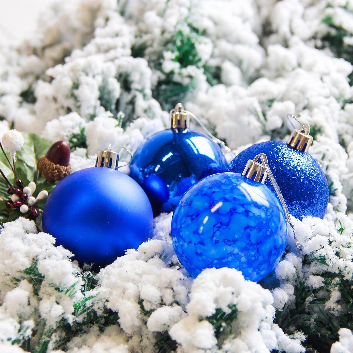 Набор новогодних подвесных украшений Sima-land Фрэско, цвет: синий, диаметр 6 см, 16 шт2178242Набор новогодних подвесных украшений Sima-land отлично подойдет для декорации вашего дома и новогодней ели. С помощью специальной петельки украшение можно повесить в любом понравившемся вам месте. Но, конечно, удачнее всего оно будет смотреться на праздничной елке. Елочная игрушка - символ Нового года. Она несет в себе волшебство и красоту праздника. Создайте в своем доме атмосферу веселья и радости, украшая новогоднюю елку нарядными игрушками, которые будут из года в год накапливать теплоту воспоминаний.