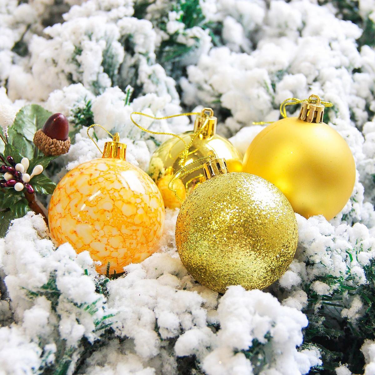 Набор новогодних подвесных украшений Sima-land Фрэско, цвет: золотистый, диаметр 6 см, 16 шт2178243Невозможно представить нашу жизнь без праздников! Мы всегда ждём их и предвкушаем, обдумываем, как проведём памятный день, тщательно выбираем подарки и аксессуары, ведь именно они создают и поддерживают торжественный настрой.