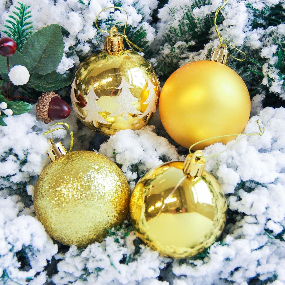 Набор новогодних подвесных украшений Sima-land Грациозо, цвет: золотистый, диаметр 6 см, 16 шт2178247Невозможно представить нашу жизнь без праздников! Мы всегда ждём их и предвкушаем, обдумываем, как проведём памятный день, тщательно выбираем подарки и аксессуары, ведь именно они создают и поддерживают торжественный настрой.