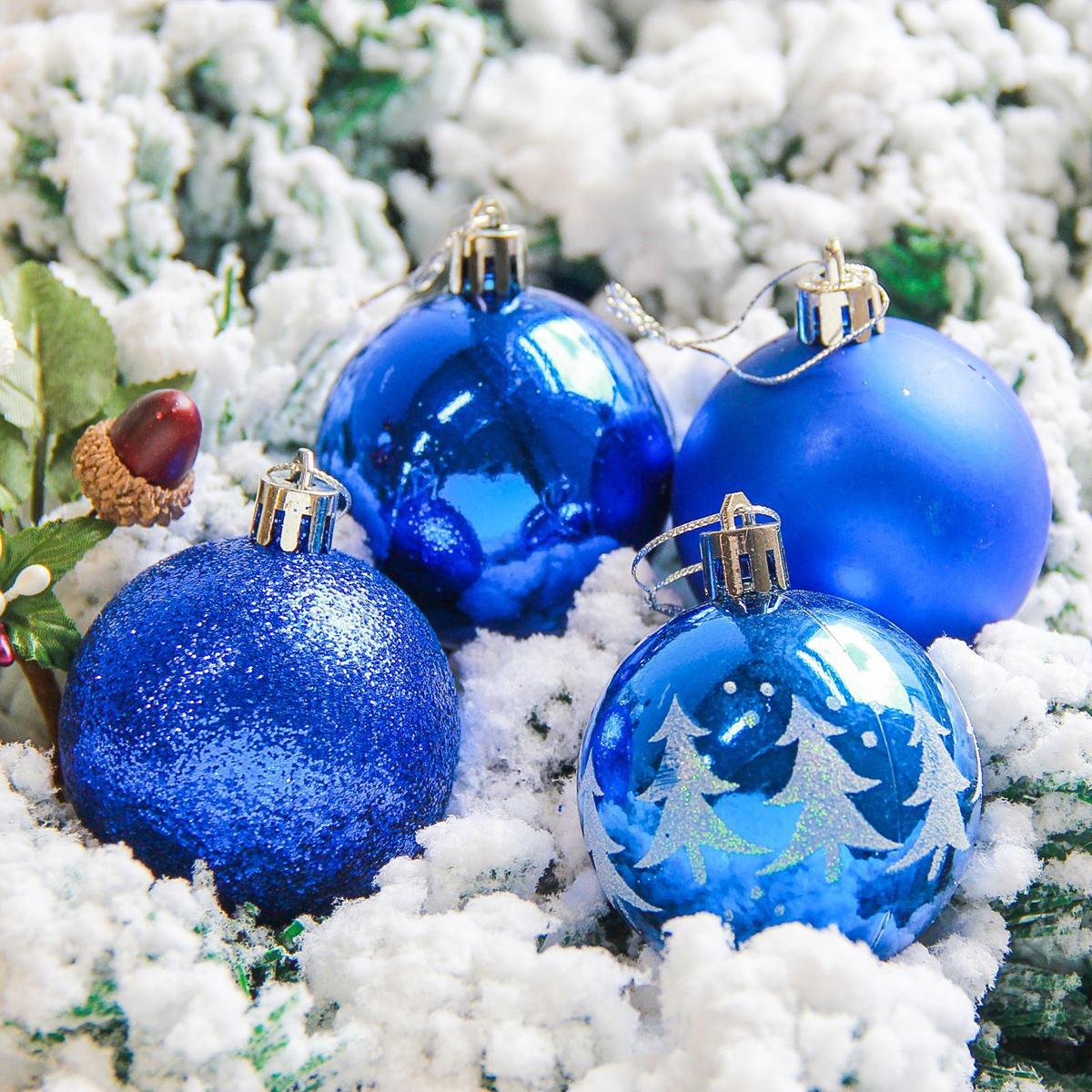 Набор новогодних подвесных украшений Sima-land Грациозо, цвет: синий, диаметр 6 см, 16 шт2178249Набор новогодних подвесных украшений Sima-land отлично подойдет для декорации вашего дома и новогодней ели. С помощью специальной петельки украшение можно повесить в любом понравившемся вам месте. Но, конечно, удачнее всего оно будет смотреться на праздничной елке. Елочная игрушка - символ Нового года. Она несет в себе волшебство и красоту праздника. Создайте в своем доме атмосферу веселья и радости, украшая новогоднюю елку нарядными игрушками, которые будут из года в год накапливать теплоту воспоминаний.