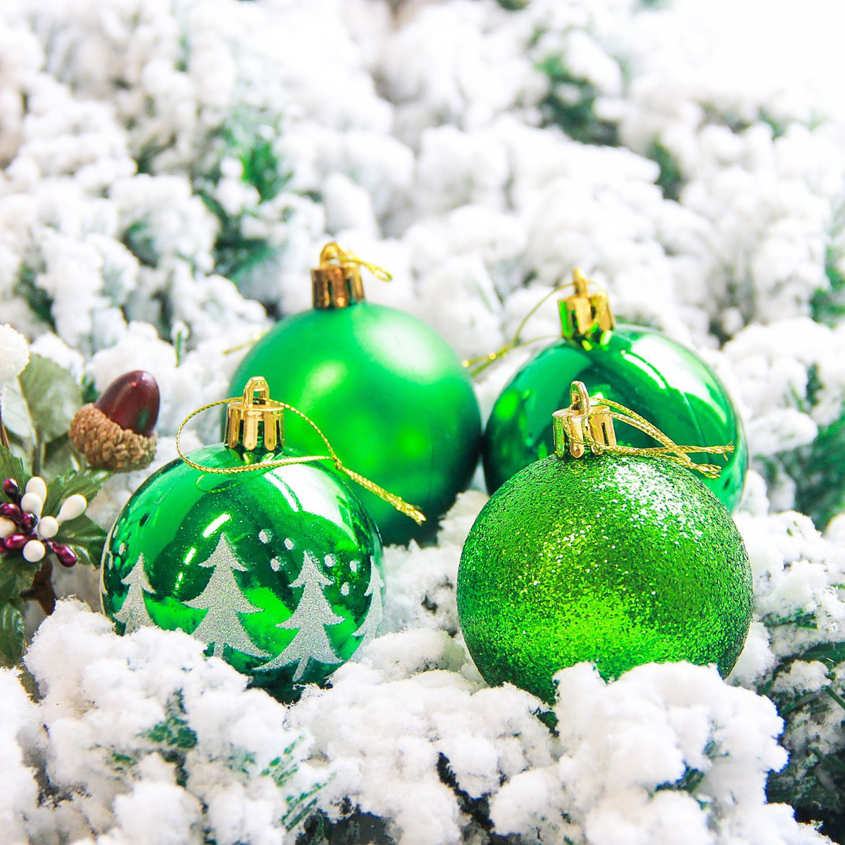 Набор новогодних подвесных украшений Sima-land Грациозо, цвет: зеленый, диаметр 6 см, 16 шт2178250Невозможно представить нашу жизнь без праздников! Мы всегда ждём их и предвкушаем, обдумываем, как проведём памятный день, тщательно выбираем подарки и аксессуары, ведь именно они создают и поддерживают торжественный настрой.