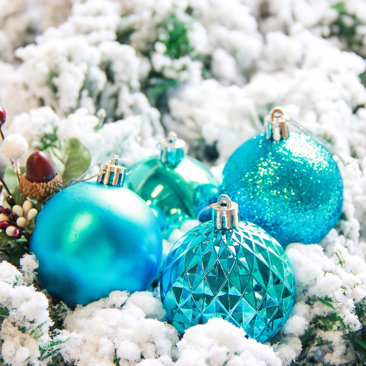 Набор новогодних подвесных украшений Sima-land Нобиле, цвет: голубой, диаметр 6 см, 21 шт2178257Набор новогодних подвесных украшений Sima-land отлично подойдет для декорации вашего дома и новогодней ели. С помощью специальной петельки украшение можно повесить в любом понравившемся вам месте. Но, конечно, удачнее всего оно будет смотреться на праздничной елке. Елочная игрушка - символ Нового года. Она несет в себе волшебство и красоту праздника. Создайте в своем доме атмосферу веселья и радости, украшая новогоднюю елку нарядными игрушками, которые будут из года в год накапливать теплоту воспоминаний.