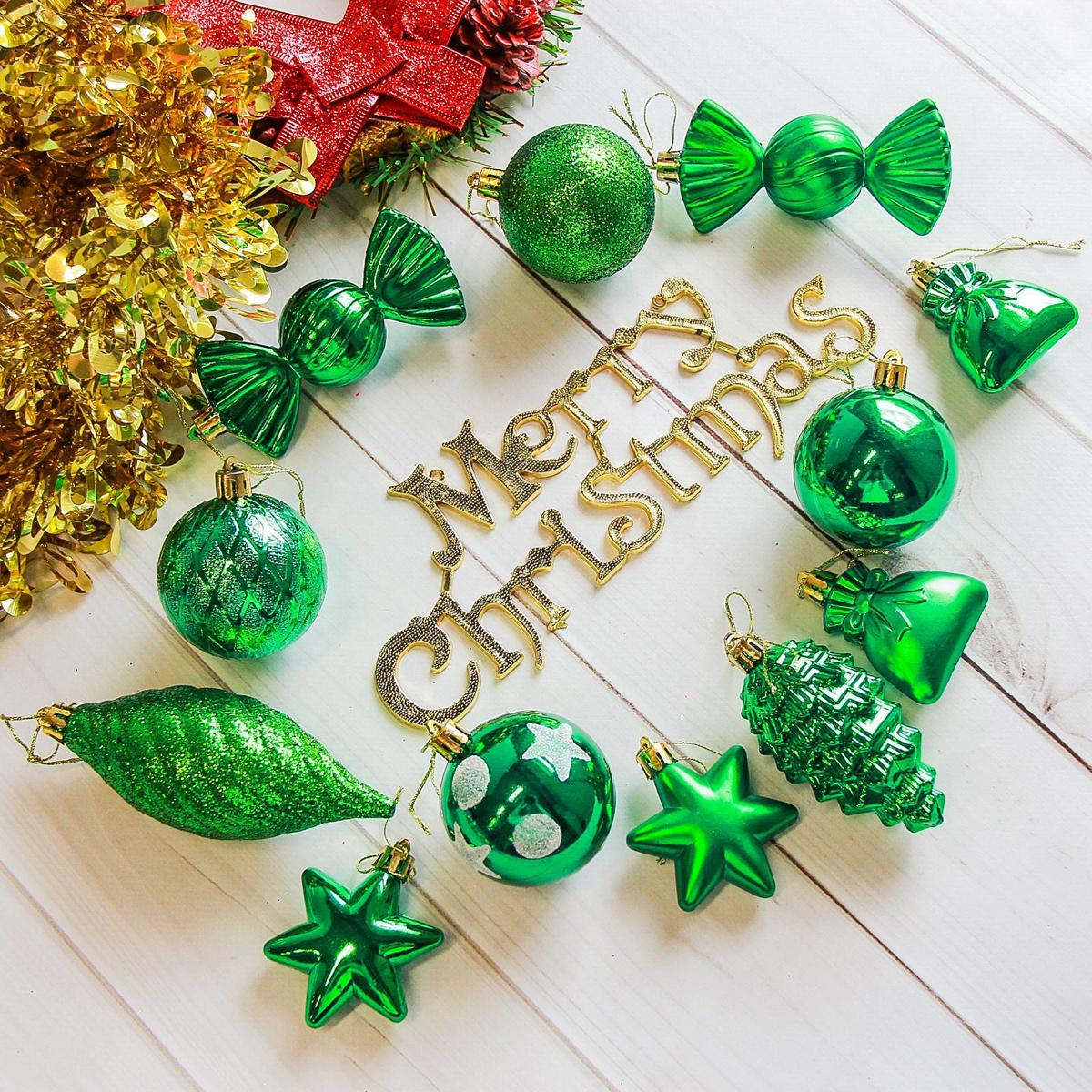 Набор новогодних подвесных украшений Sima-land Модэсто, цвет: зеленый, 35 шт2178266Набор новогодних подвесных украшений Sima-land отлично подойдет для декорации вашего дома и новогодней ели. С помощью специальной петельки украшение можно повесить в любом понравившемся вам месте. Но, конечно, удачнее всего оно будет смотреться на праздничной елке. Елочная игрушка - символ Нового года. Она несет в себе волшебство и красоту праздника. Создайте в своем доме атмосферу веселья и радости, украшая новогоднюю елку нарядными игрушками, которые будут из года в год накапливать теплоту воспоминаний.