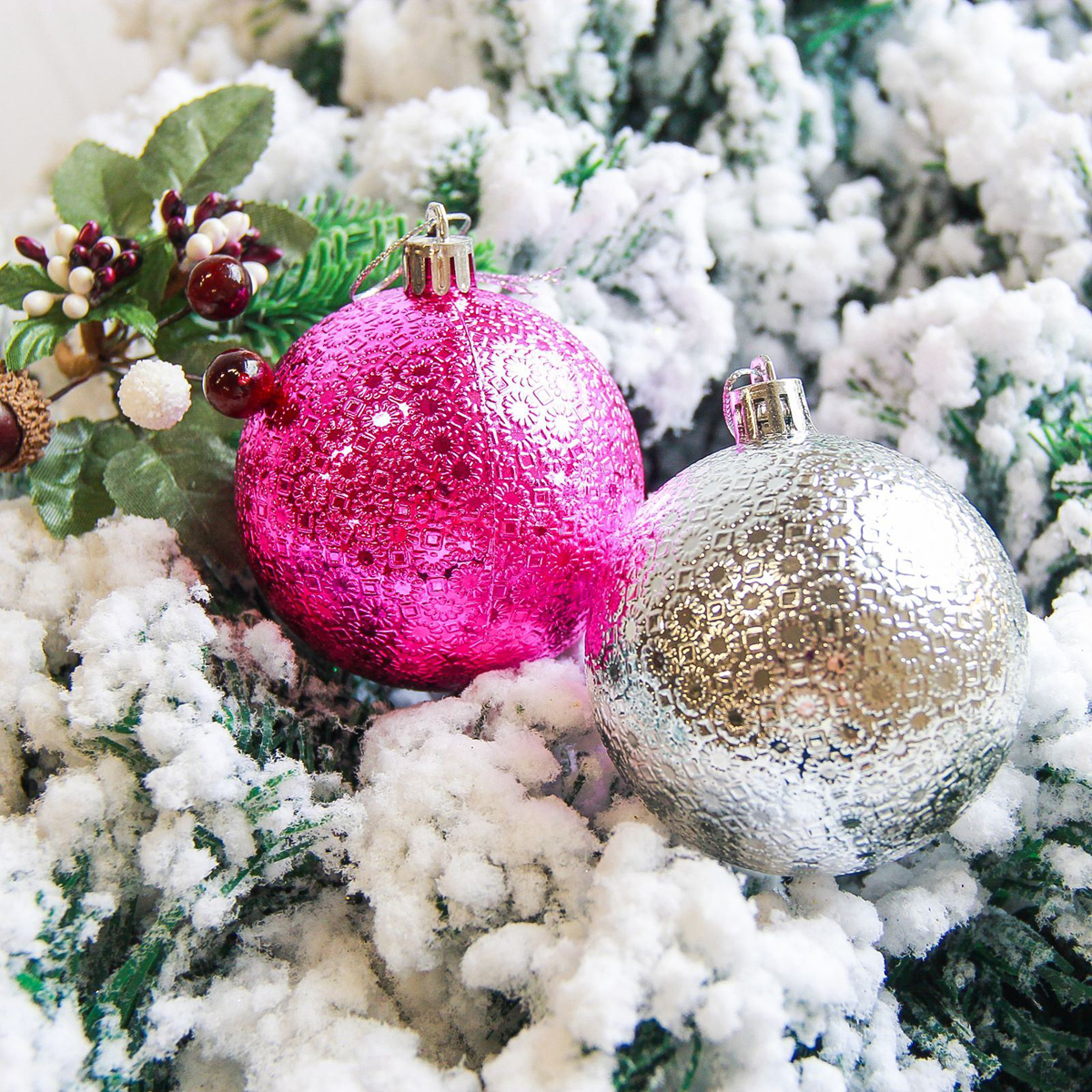 Набор новогодних подвесных украшений Sima-land Юнона, диаметр 7 см, 9 шт2178274Набор новогодних подвесных украшений Sima-land отлично подойдет для декорации вашего дома и новогодней ели. С помощью специальной петельки украшение можно повесить в любом понравившемся вам месте. Но, конечно, удачнее всего оно будет смотреться на праздничной елке. Елочная игрушка - символ Нового года. Она несет в себе волшебство и красоту праздника. Создайте в своем доме атмосферу веселья и радости, украшая новогоднюю елку нарядными игрушками, которые будут из года в год накапливать теплоту воспоминаний.