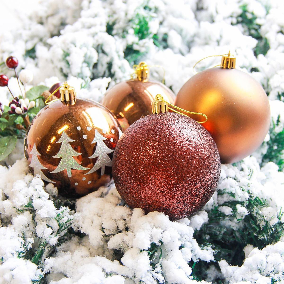 Набор новогодних подвесных украшений Sima-land Елочки, диаметр 8 см, 6 шт. 21782812178281Набор новогодних подвесных украшений Sima-land отлично подойдет для декорации вашего дома и новогодней ели. С помощью специальной петельки украшение можно повесить в любом понравившемся вам месте. Но, конечно, удачнее всего оно будет смотреться на праздничной елке. Елочная игрушка - символ Нового года. Она несет в себе волшебство и красоту праздника. Создайте в своем доме атмосферу веселья и радости, украшая новогоднюю елку нарядными игрушками, которые будут из года в год накапливать теплоту воспоминаний.