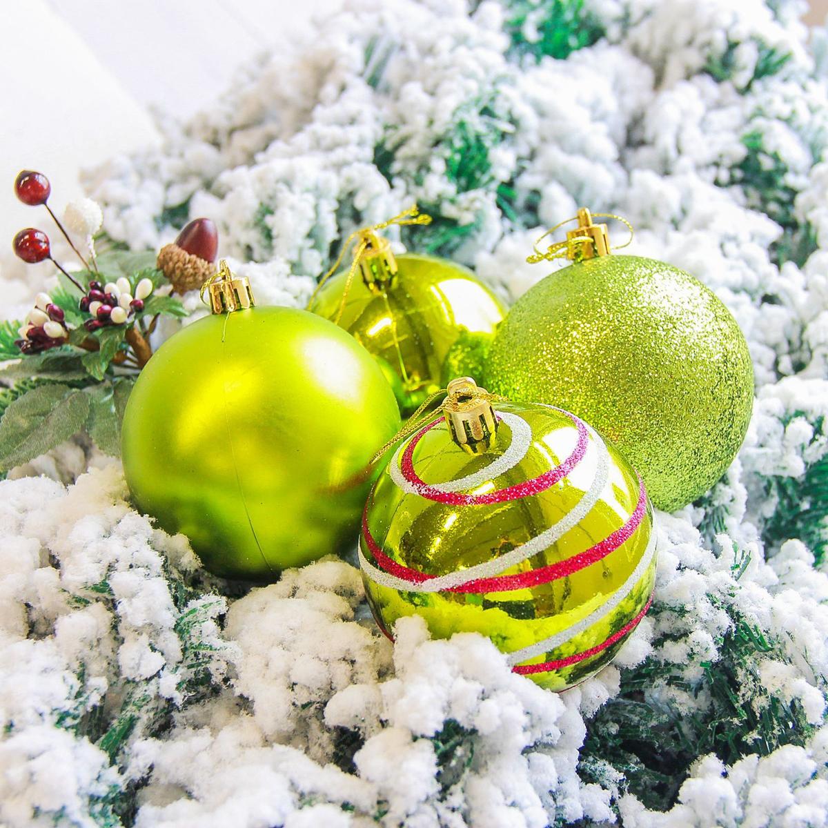 Набор новогодних подвесных украшений Sima-land Орион, цвет: зеленый, диаметр 8 см, 6 шт2178283Набор новогодних подвесных украшений Sima-land отлично подойдет для декорации вашего дома и новогодней ели. С помощью специальной петельки украшение можно повесить в любом понравившемся вам месте. Но, конечно, удачнее всего оно будет смотреться на праздничной елке. Елочная игрушка - символ Нового года. Она несет в себе волшебство и красоту праздника. Создайте в своем доме атмосферу веселья и радости, украшая новогоднюю елку нарядными игрушками, которые будут из года в год накапливать теплоту воспоминаний.