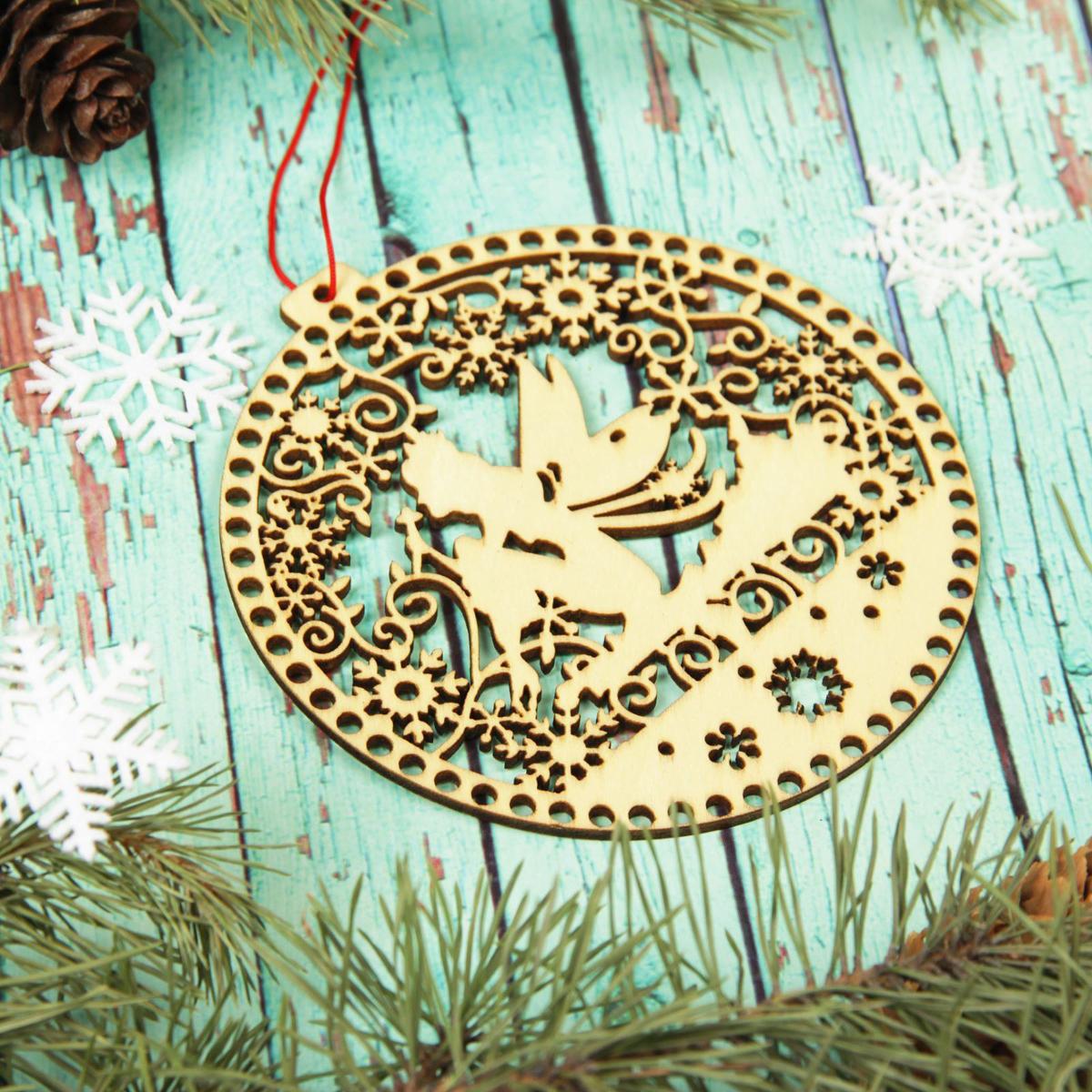 Украшение новогоднее подвесное Sima-land Зимний ангел, 12 х 12,5 см2303276Невозможно представить нашу жизнь без праздников! Мы всегда ждём их и предвкушаем, обдумываем, как проведём памятный день, тщательно выбираем подарки и аксессуары, ведь именно они создают и поддерживают торжественный настрой.