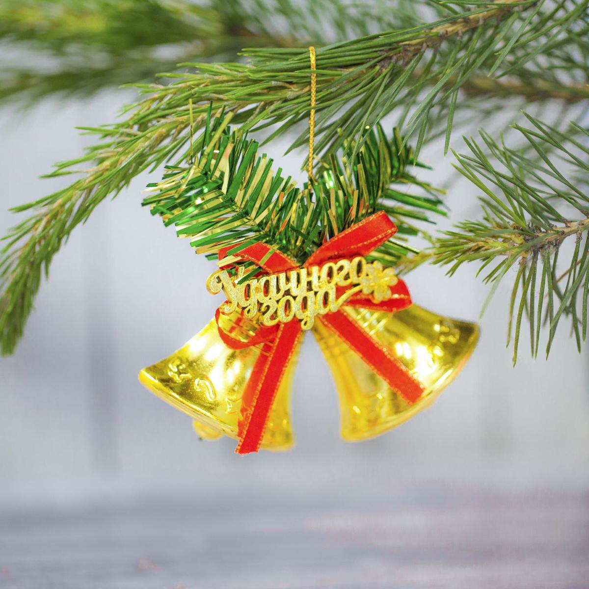 Украшение новогоднее подвесное Sima-land Колокольчик. Удачного года, 9 х 6 см2306755Невозможно представить нашу жизнь без праздников! Мы всегда ждём их и предвкушаем, обдумываем, как проведём памятный день, тщательно выбираем подарки и аксессуары, ведь именно они создают и поддерживают торжественный настрой.