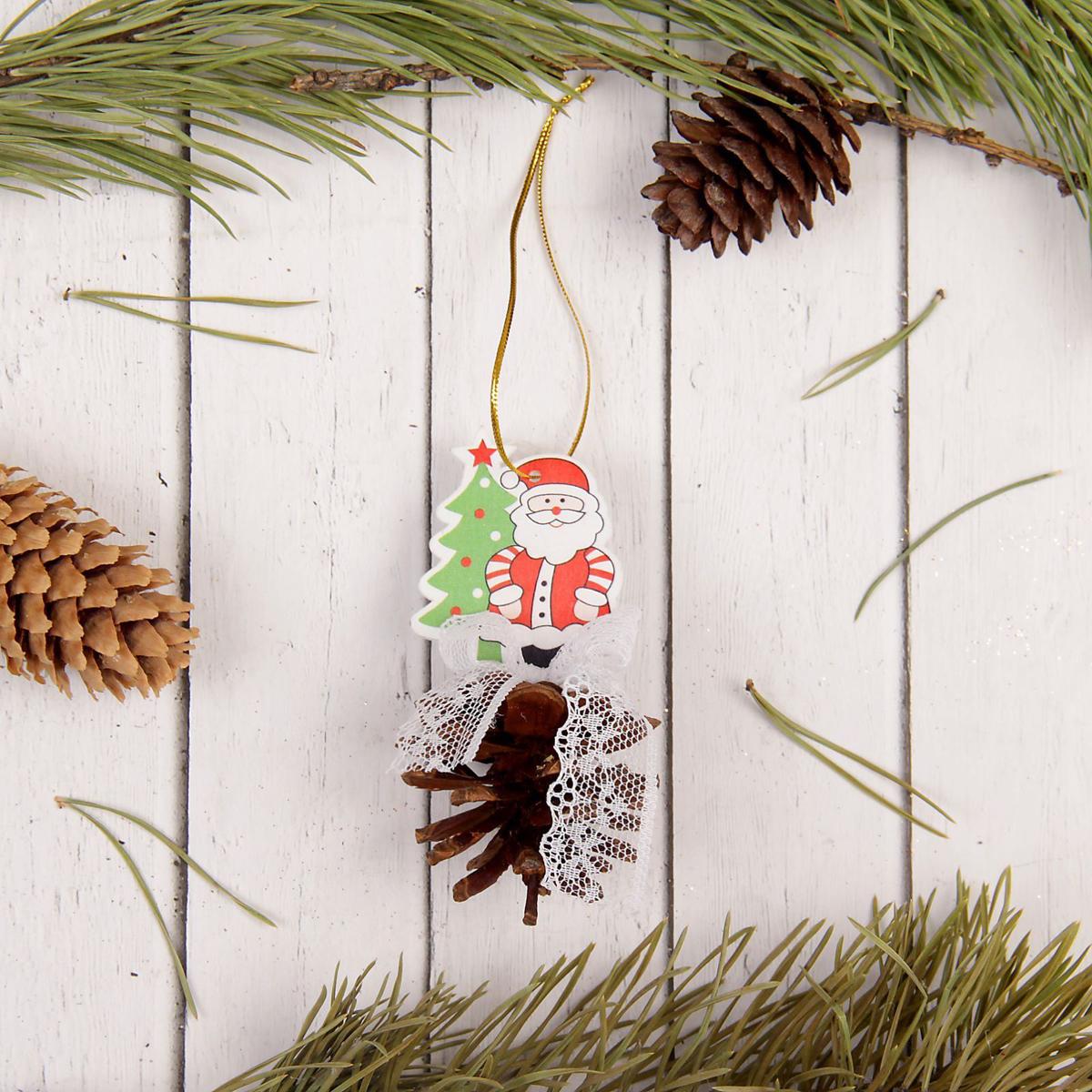 Украшение новогоднее подвесное Sima-land Дед мороз, с шишкой, 10 см х 4,5 см х 4,5 см новогоднее подвесное украшение sima land дед мороз колокольчик бубенчик 17 5 см