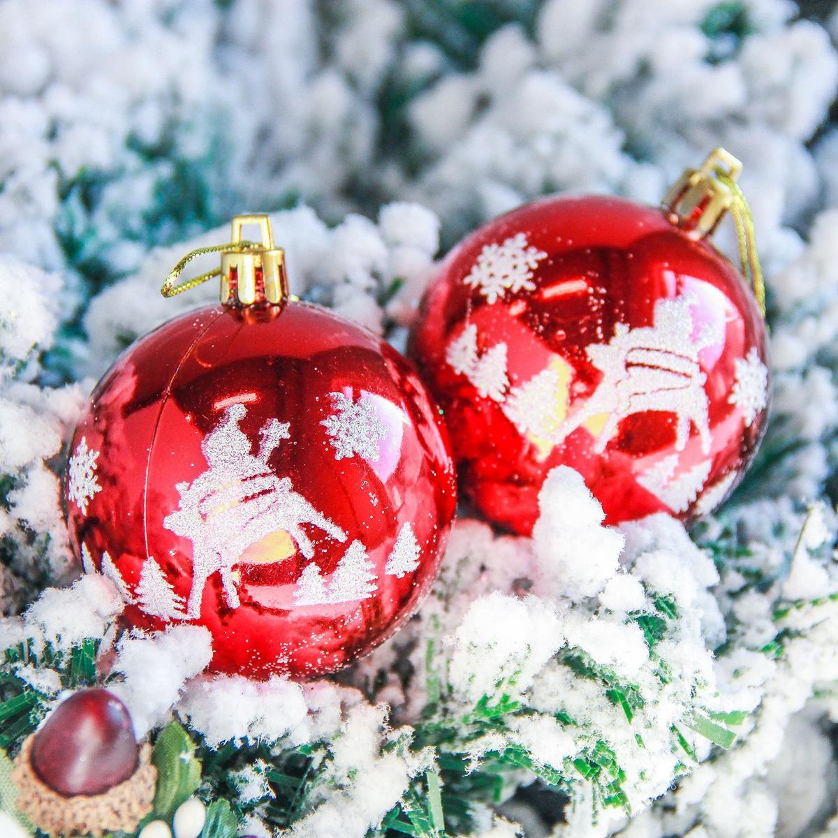 Набор новогодних подвесных украшений Sima-land Елочки. Снежинки, диаметр 5,5 см, 6 шт2363902Невозможно представить нашу жизнь без праздников! Мы всегда ждём их и предвкушаем, обдумываем, как проведём памятный день, тщательно выбираем подарки и аксессуары, ведь именно они создают и поддерживают торжественный настрой.