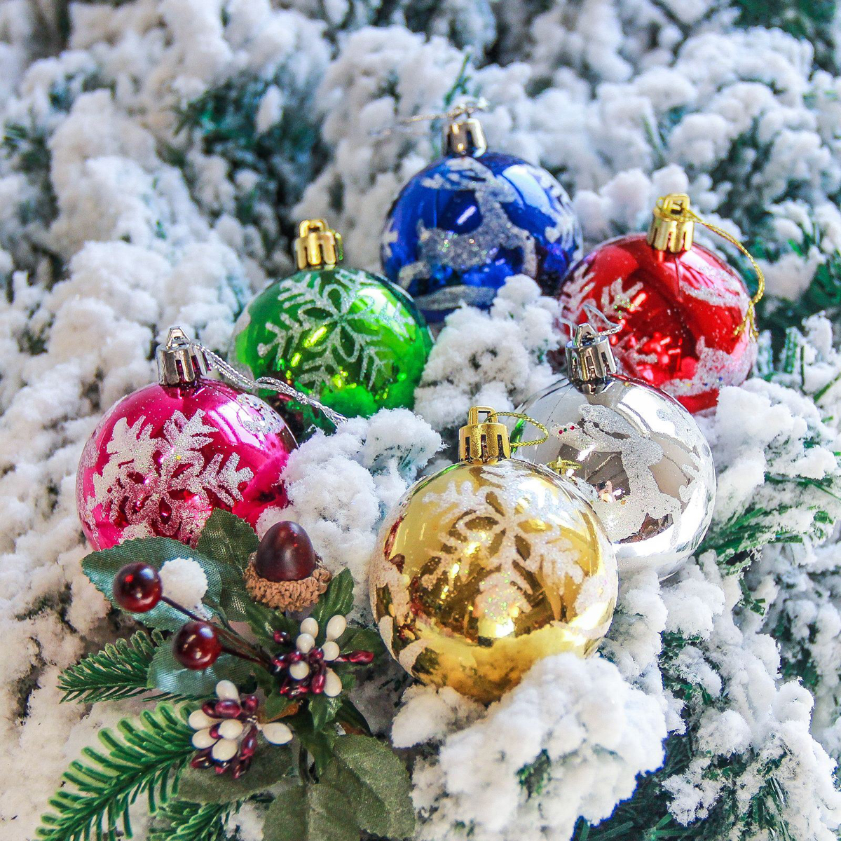 Набор новогодних подвесных украшений Sima-land Снежинки, диаметр 5,5 см, 6 шт2363903Невозможно представить нашу жизнь без праздников! Мы всегда ждём их и предвкушаем, обдумываем, как проведём памятный день, тщательно выбираем подарки и аксессуары, ведь именно они создают и поддерживают торжественный настрой.