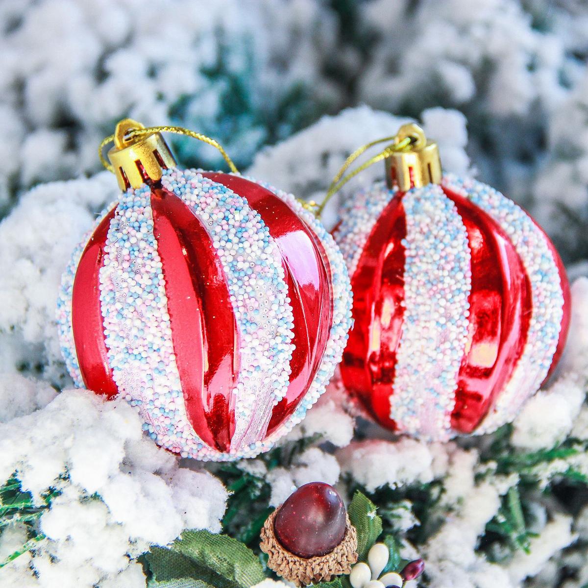 Набор новогодних подвесных украшений Sima-land Бисер. Волна, диаметр 5,5 см, 6 шт. 23639052363905Набор новогодних подвесных украшений Sima-land отлично подойдет для декорации вашего дома и новогодней ели. Новогодние украшения можно повесить в любом понравившемся вам месте. Но, конечно, удачнее всего они будет смотреться на праздничной елке.Елочная игрушка - символ Нового года. Она несет в себе волшебство и красоту праздника. Такое украшение создаст в вашем доме атмосферу праздника, веселья и радости.