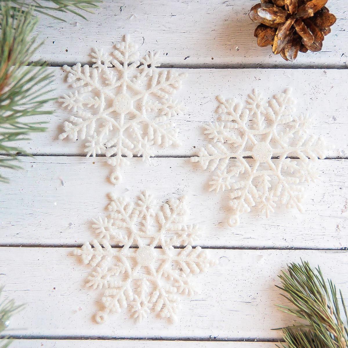 Украшение новогоднее елочное Sima-land Белая снежинка, 7 см, 3 шт2371292Невозможно представить нашу жизнь без праздников! Мы всегда ждём их и предвкушаем, обдумываем, как проведём памятный день, тщательно выбираем подарки и аксессуары, ведь именно они создают и поддерживают торжественный настрой.