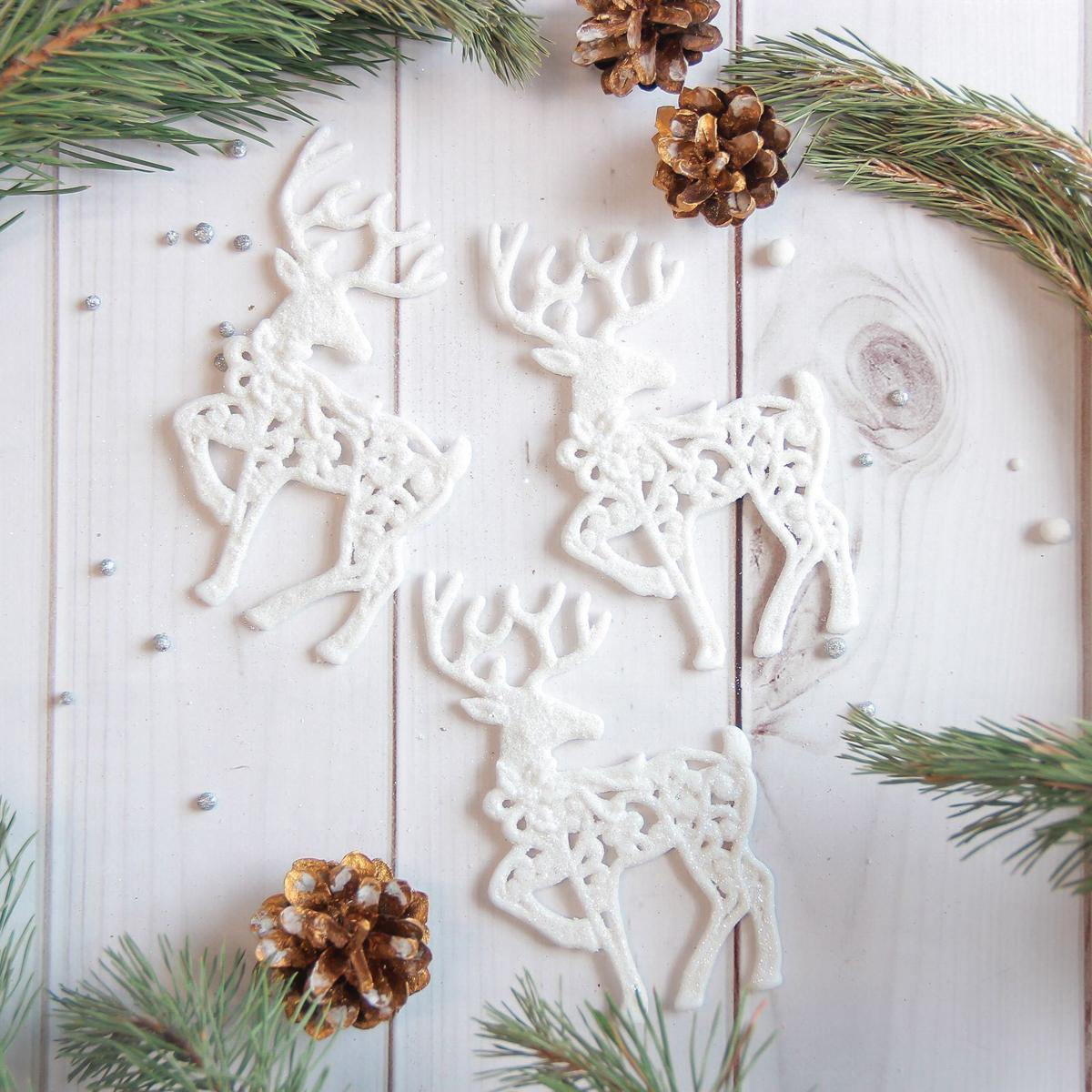 Набор новогодних подвесных украшений Sima-land Белый олень. Резные, 8 х 13 см, 3 шт2371302Набор новогодних подвесных украшений Sima-land отлично подойдет для декорации вашего дома и новогодней ели. Новогодние украшения можно повесить в любом понравившемся вам месте. Но, конечно, удачнее всего они будет смотреться на праздничной елке.Елочная игрушка - символ Нового года. Она несет в себе волшебство и красоту праздника. Такое украшение создаст в вашем доме атмосферу праздника, веселья и радости.