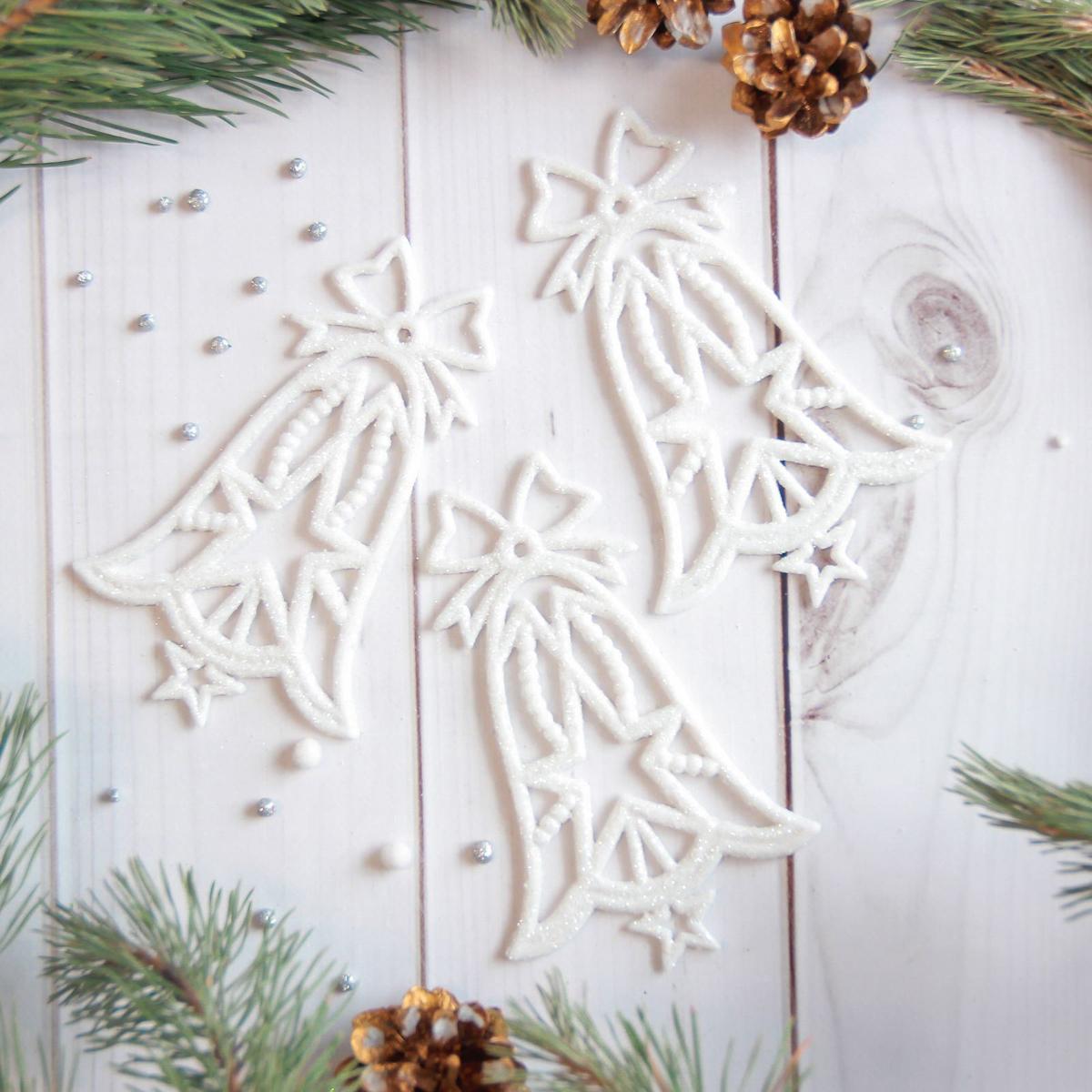 Набор новогодних подвесных украшений Sima-land Колокольчики, 8 х 13 см, 3 шт2371305Набор новогодних подвесных украшений Sima-land отлично подойдет для декорации вашего дома и новогодней ели. Новогодние украшения можно повесить в любом понравившемся вам месте. Но, конечно, удачнее всего они будет смотреться на праздничной елке.Елочная игрушка - символ Нового года. Она несет в себе волшебство и красоту праздника. Такое украшение создаст в вашем доме атмосферу праздника, веселья и радости.