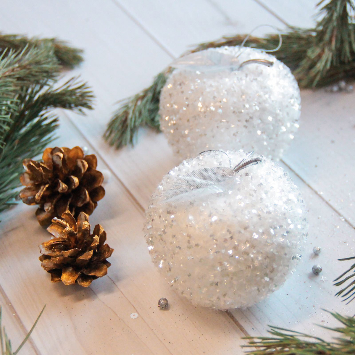 Украшение новогоднее елочное Sima-land Белое яблочко, 7 х 7,5 см, 3 шт2371314Невозможно представить нашу жизнь без праздников! Мы всегда ждём их и предвкушаем, обдумываем, как проведём памятный день, тщательно выбираем подарки и аксессуары, ведь именно они создают и поддерживают торжественный настрой.