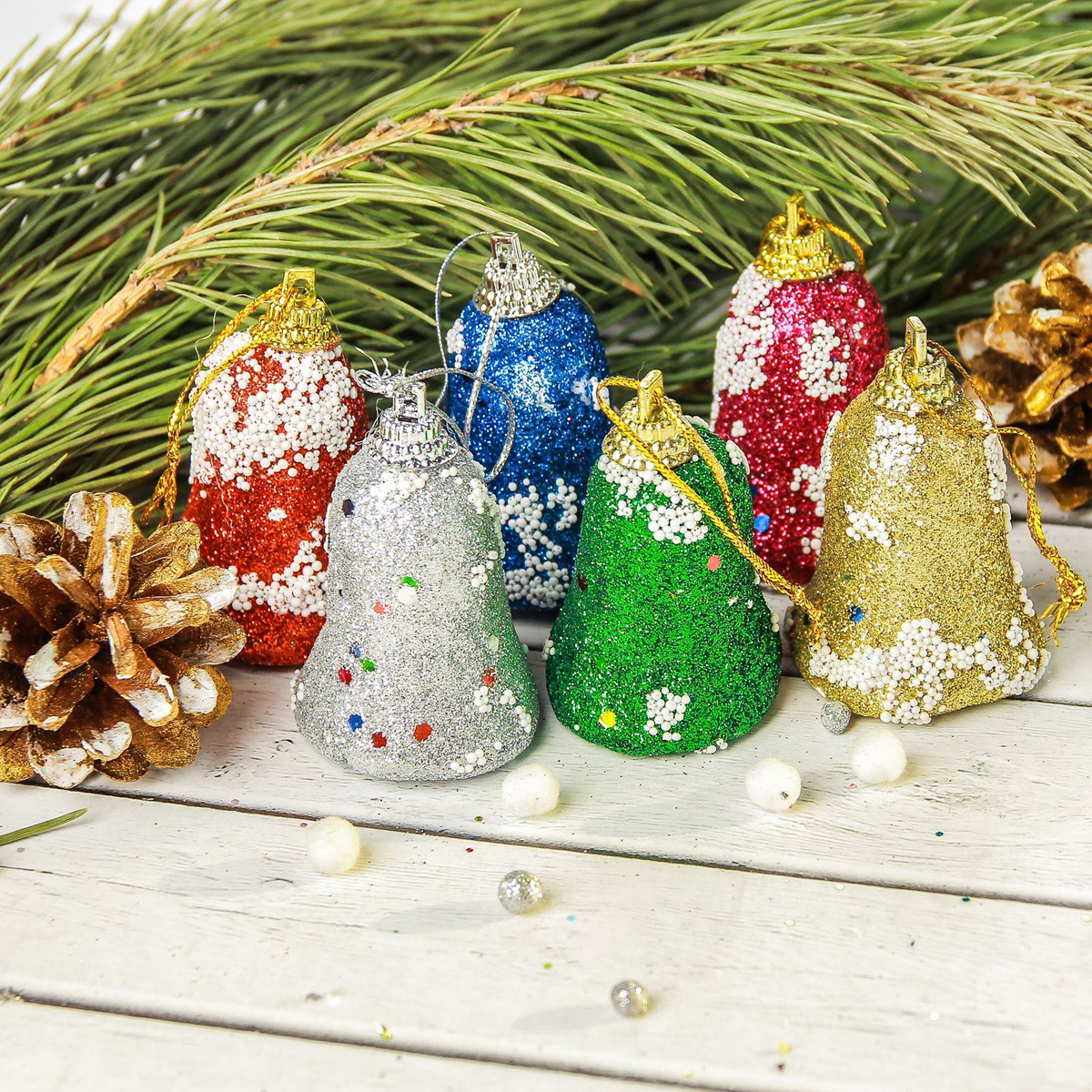 Набор новогодних подвесных украшений Sima-land Блеск, 4 х 4,5 см, 6 шт2372139Набор новогодних подвесных украшений Sima-land отлично подойдет для декорации вашего дома и новогодней ели. Новогодние украшения можно повесить в любом понравившемся вам месте. Но, конечно, удачнее всего они будет смотреться на праздничной елке.Елочная игрушка - символ Нового года. Она несет в себе волшебство и красоту праздника. Такое украшение создаст в вашем доме атмосферу праздника, веселья и радости.