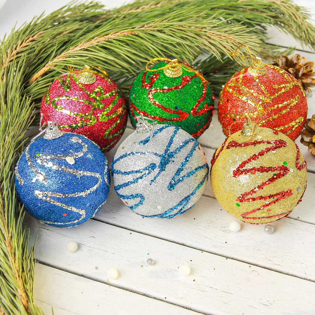 Набор новогодних подвесных украшений Sima-land Разноцветная дорожка, диаметр 6,5 см, 6 шт2372148Набор новогодних подвесных украшений Sima-land отлично подойдет для декорации вашего дома и новогодней ели. С помощью специальной петельки украшение можно повесить в любом понравившемся вам месте. Но, конечно, удачнее всего оно будет смотреться на праздничной елке. Елочная игрушка - символ Нового года. Она несет в себе волшебство и красоту праздника. Создайте в своем доме атмосферу веселья и радости, украшая новогоднюю елку нарядными игрушками, которые будут из года в год накапливать теплоту воспоминаний.