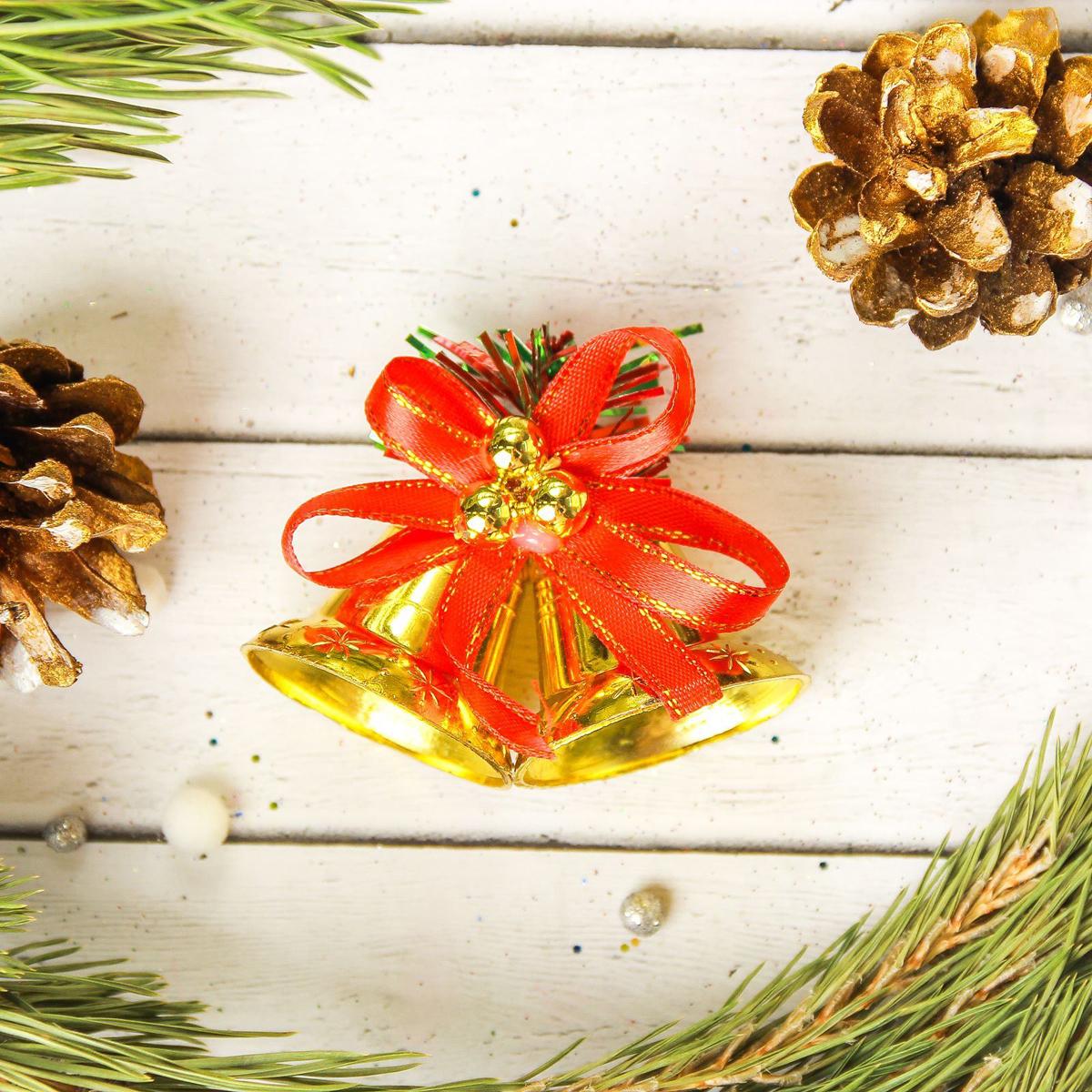 Украшение новогоднее елочное Sima-land Колокольчик с красной ленточкой, 6 х 4 см, 3 шт2372156Невозможно представить нашу жизнь без праздников! Мы всегда ждём их и предвкушаем, обдумываем, как проведём памятный день, тщательно выбираем подарки и аксессуары, ведь именно они создают и поддерживают торжественный настрой.