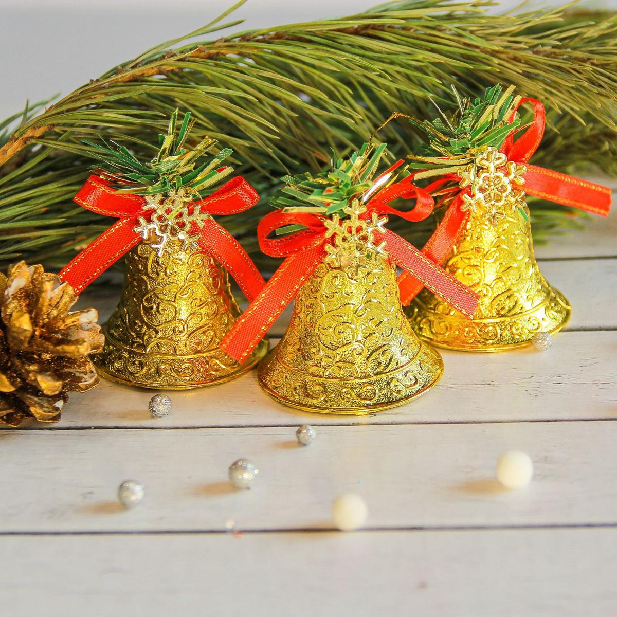 Украшение новогоднее елочное Sima-land Колокольчики со снежинкой , 4,5 х 4,5 см, 6 шт2372159Невозможно представить нашу жизнь без праздников! Мы всегда ждём их и предвкушаем, обдумываем, как проведём памятный день, тщательно выбираем подарки и аксессуары, ведь именно они создают и поддерживают торжественный настрой.