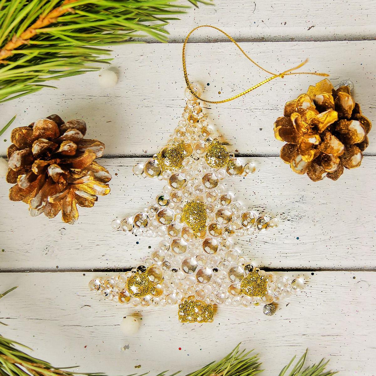 Набор новогодних подвесных украшений Sima-land Елка. Пузыри, 9 х 9,5 см, 2 шт2372161Набор новогодних подвесных украшений Sima-land отлично подойдет для декорации вашего дома и новогодней ели. Новогодние украшения можно повесить в любом понравившемся вам месте. Но, конечно, удачнее всего они будет смотреться на праздничной елке.Елочная игрушка - символ Нового года. Она несет в себе волшебство и красоту праздника. Такое украшение создаст в вашем доме атмосферу праздника, веселья и радости.