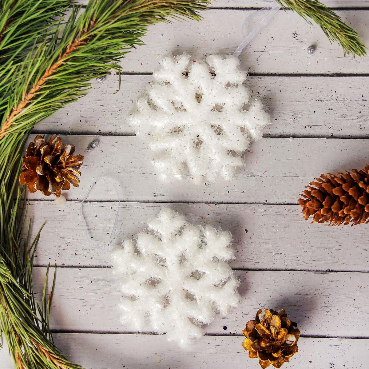 Набор новогодних подвесных украшений Sima-land Сахарное, 9 см, 2 шт2372165Набор новогодних подвесных украшений Sima-land отлично подойдет для декорации вашего дома и новогодней ели. Новогодние украшения можно повесить в любом понравившемся вам месте. Но, конечно, удачнее всего они будет смотреться на праздничной елке.Елочная игрушка - символ Нового года. Она несет в себе волшебство и красоту праздника. Такое украшение создаст в вашем доме атмосферу праздника, веселья и радости.