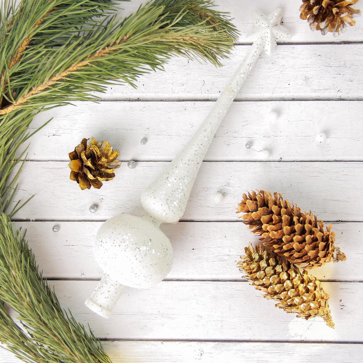 """Верхушка на елку """"Sima-land"""" будет прекрасно смотреться на новогодней еле. Верхушка на елку - одно из главных новогодних украшений лесной красавицы. Она принесет в ваш дом ни с чем не сравнимое ощущение праздника! Новогодние украшения несут в себе волшебство. Они помогут вам украсить дом к предстоящим праздникам и оживить интерьер по вашему вкусу. Создайте в доме атмосферу тепла, веселья и радости, украшая его всей семьей."""