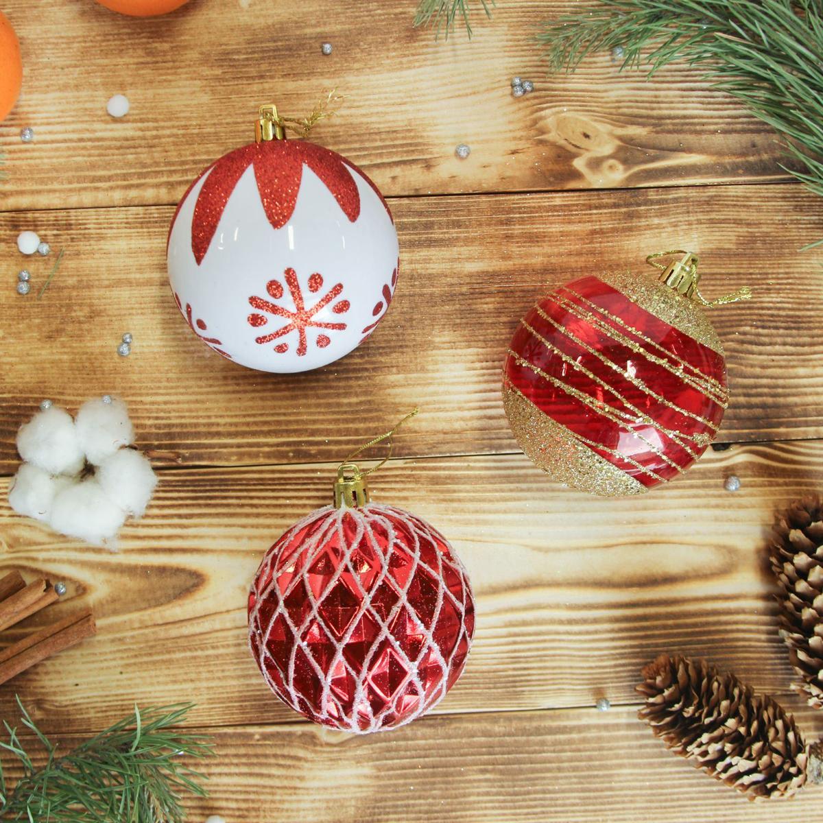 Набор новогодних подвесных украшений Sima-land Устинья, диаметр 7,5 см, 6 шт2372193Набор новогодних подвесных украшений Sima-land отлично подойдет для декорации вашего дома и новогодней ели. С помощью специальной петельки украшение можно повесить в любом понравившемся вам месте. Но, конечно, удачнее всего оно будет смотреться на праздничной елке. Елочная игрушка - символ Нового года. Она несет в себе волшебство и красоту праздника. Создайте в своем доме атмосферу веселья и радости, украшая новогоднюю елку нарядными игрушками, которые будут из года в год накапливать теплоту воспоминаний.