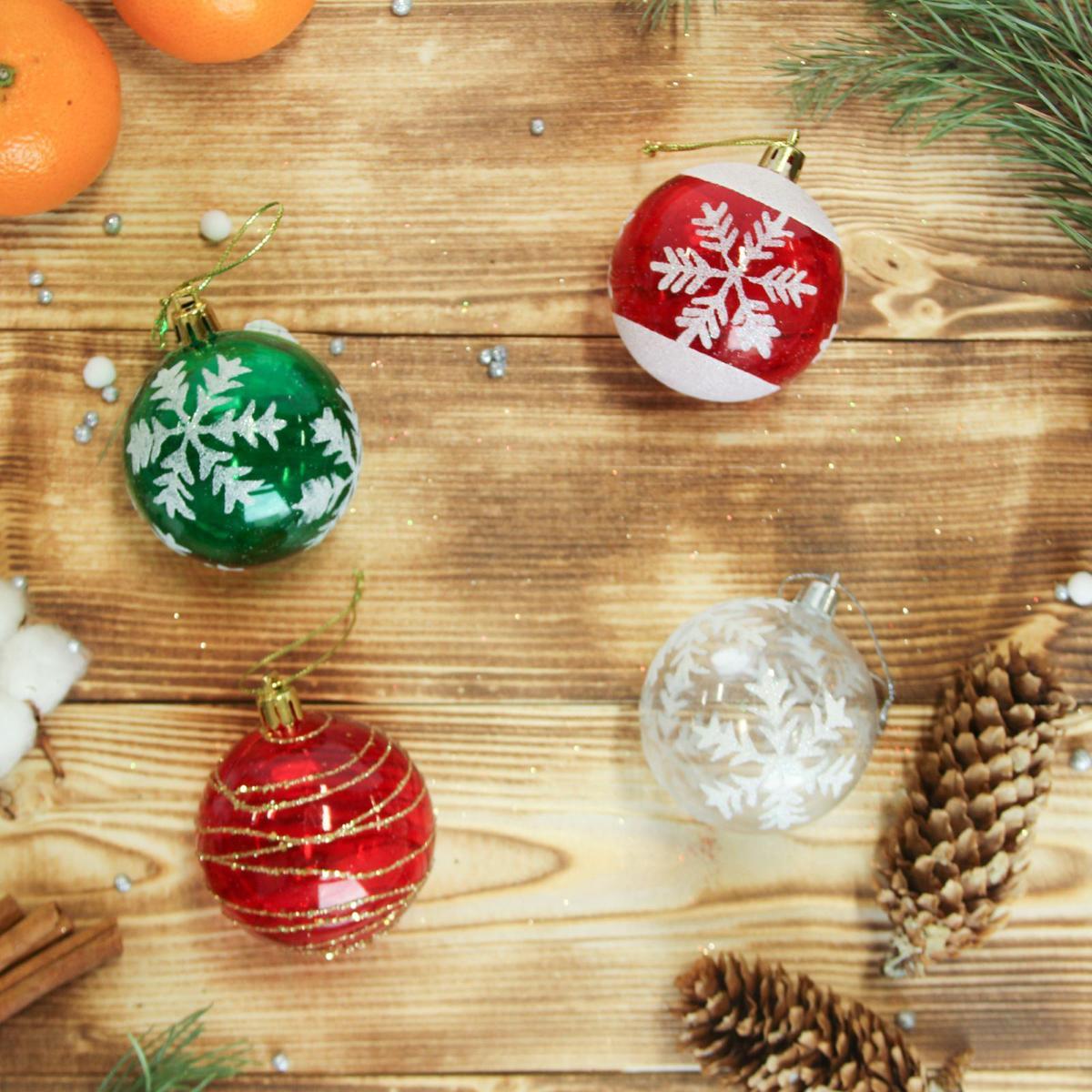 """Новогодние украшения """"Sima-land"""" изготовлены из пластика. Изделия имеют плотный корпус, поэтому не разобьются при падении. Невозможно представить нашу жизнь без праздников! Новогодние украшения несут в себе волшебство и красоту праздника. Создайте в своем доме атмосферу тепла, веселья и радости, украшая его всей семьей.  В наборе 24 штуки."""