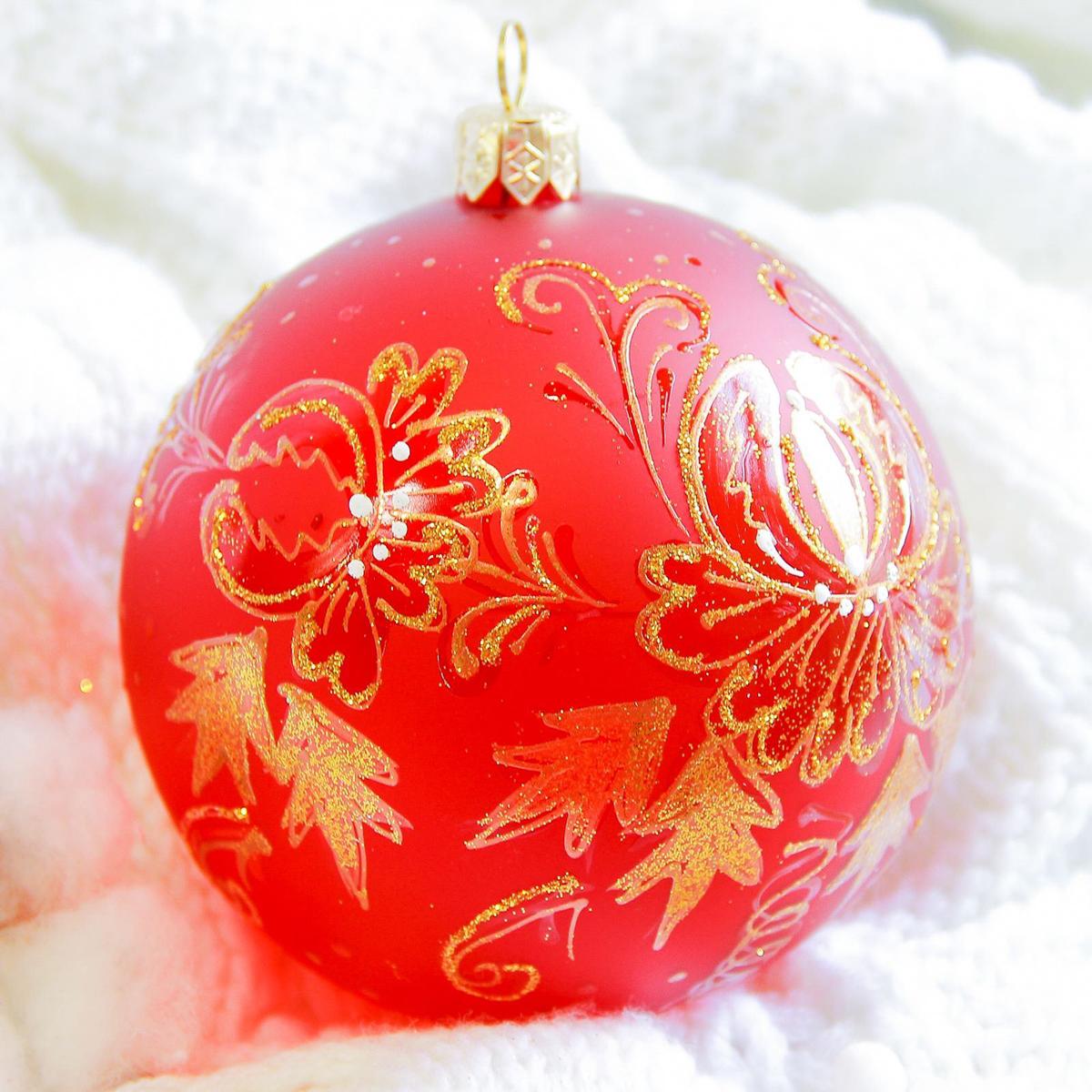 Украшение новогоднее елочное Иней Ягодный, диаметр 10 см2555474Новогоднее подвесное украшение Иней отлично подойдет для декорации вашего дома и новогодней ели. Новогоднее украшение можно повесить в любом понравившемся вам месте. Но, конечно, удачнее всего оно будет смотреться на праздничной елке.Елочная игрушка - символ Нового года. Она несет в себе волшебство и красоту праздника. Такое украшение создаст в вашем доме атмосферу праздника, веселья и радости.