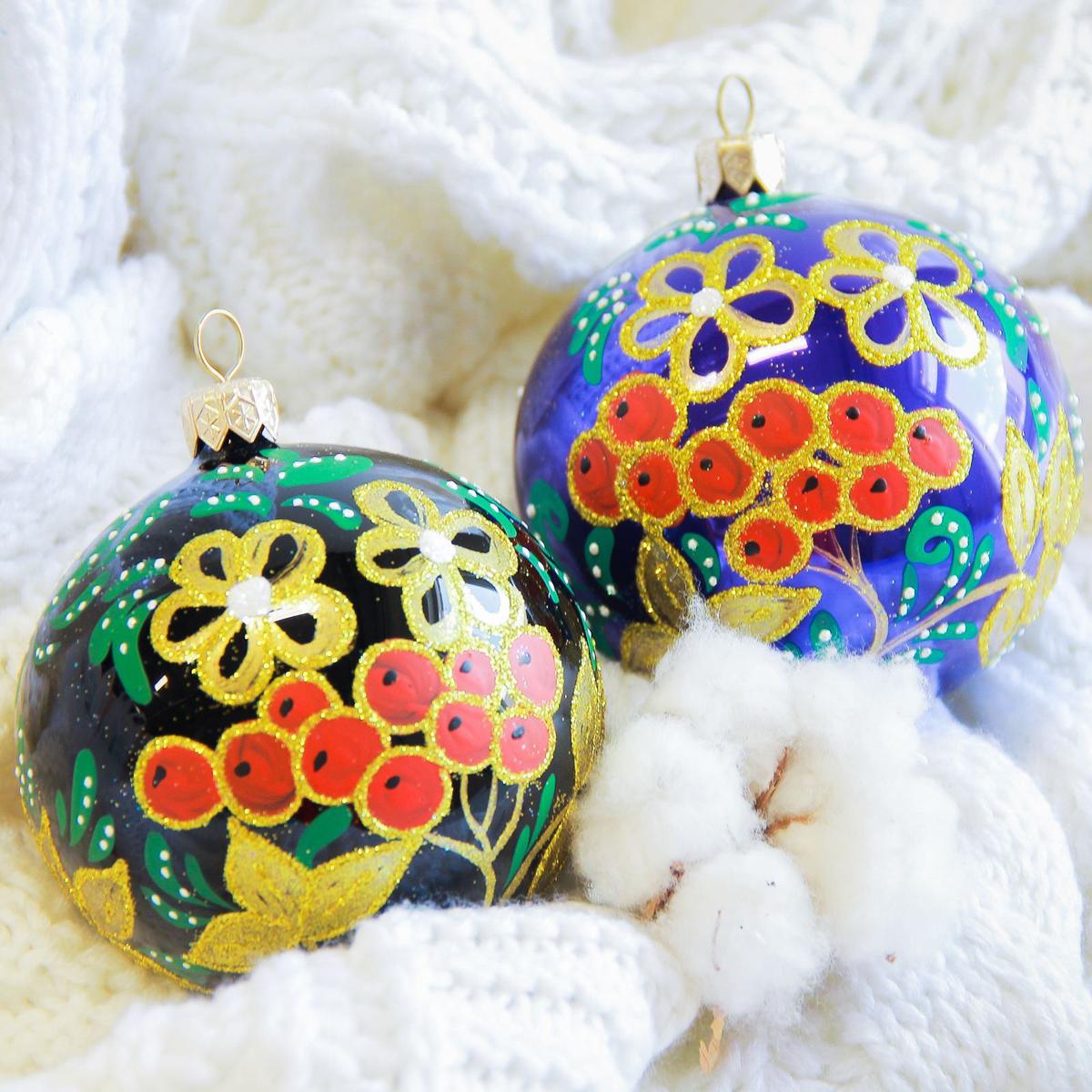 Украшение новогоднее елочное Иней Рябинка, диаметр 8,5 см2555477Новогоднее подвесное украшение Иней отлично подойдет для декорации вашего дома и новогодней ели. Новогоднее украшение можно повесить в любом понравившемся вам месте. Но, конечно, удачнее всего оно будет смотреться на праздничной елке.Елочная игрушка - символ Нового года. Она несет в себе волшебство и красоту праздника. Такое украшение создаст в вашем доме атмосферу праздника, веселья и радости.
