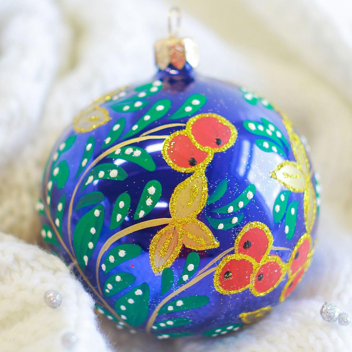 Украшение новогоднее елочное Иней Клюковка, диаметр, 8,5 см2555478Новогоднее подвесное украшение Иней отлично подойдет для декорации вашего дома и новогодней ели. Новогоднее украшение можно повесить в любом понравившемся вам месте. Но, конечно, удачнее всего оно будет смотреться на праздничной елке.Елочная игрушка - символ Нового года. Она несет в себе волшебство и красоту праздника. Такое украшение создаст в вашем доме атмосферу праздника, веселья и радости.