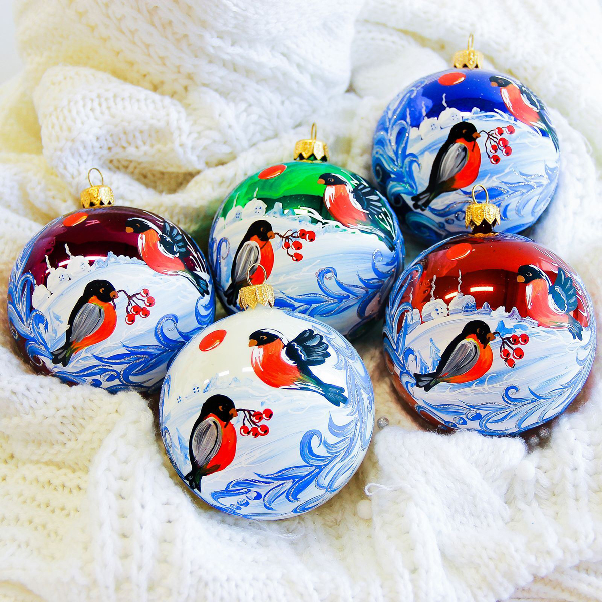 Украшение новогоднее елочное Иней Снегери неразлучники, диаметр 8,5 см2555479Новогоднее подвесное украшение Иней отлично подойдет для декорации вашего дома и новогодней ели. Новогоднее украшение можно повесить в любом понравившемся вам месте. Но, конечно, удачнее всего оно будет смотреться на праздничной елке.Елочная игрушка - символ Нового года. Она несет в себе волшебство и красоту праздника. Такое украшение создаст в вашем доме атмосферу праздника, веселья и радости.