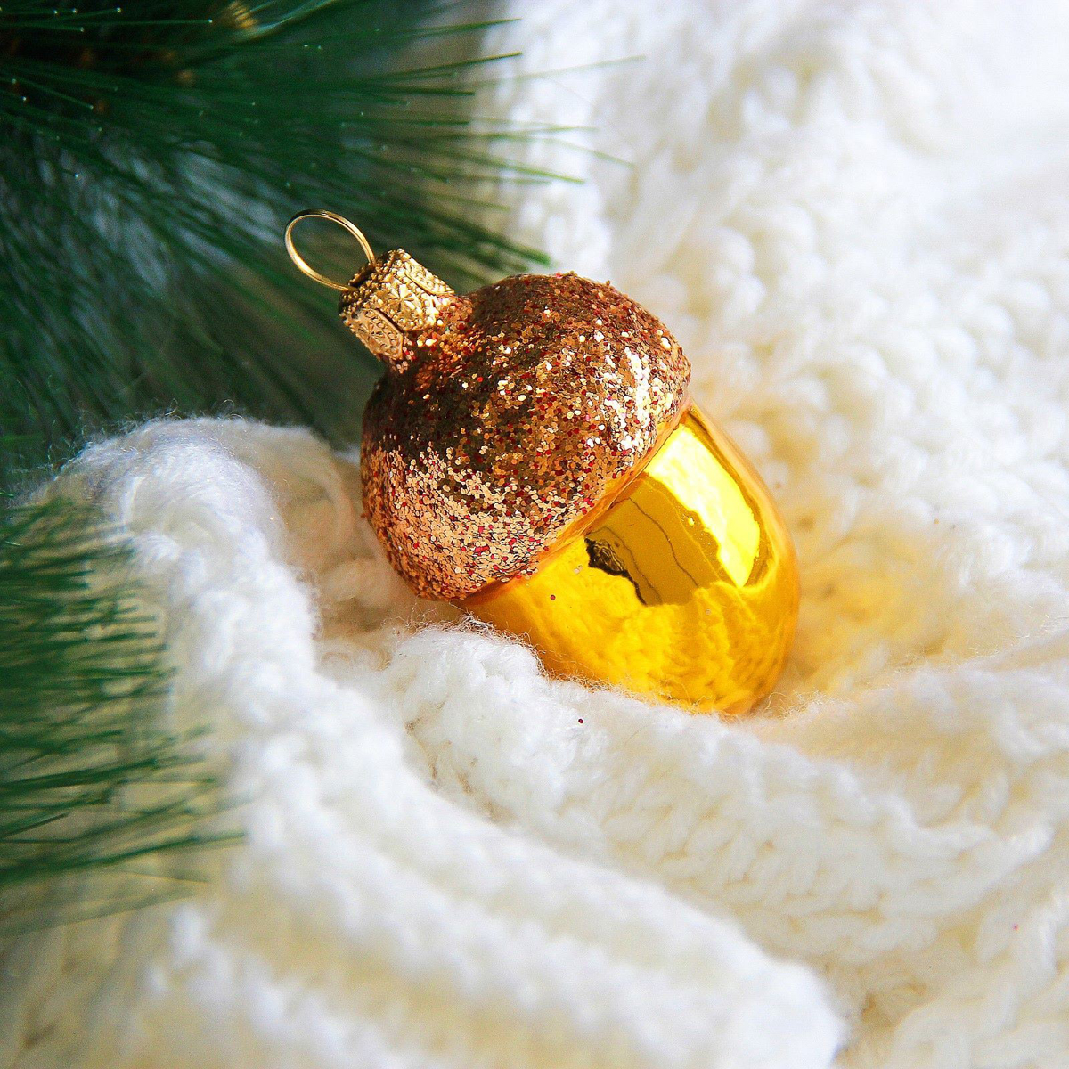 Новогоднее подвесное украшение Ёлочка Желудь, 6 х 4 х 4 см2564809Новогоднее подвесное украшение Ёлочка отлично подойдет для декорации вашего дома и новогодней ели. Новогоднее украшение можно повесить в любом понравившемся вам месте. Но, конечно, удачнее всего оно будет смотреться на праздничной елке.Елочная игрушка - символ Нового года. Она несет в себе волшебство и красоту праздника. Такое украшение создаст в вашем доме атмосферу праздника, веселья и радости.