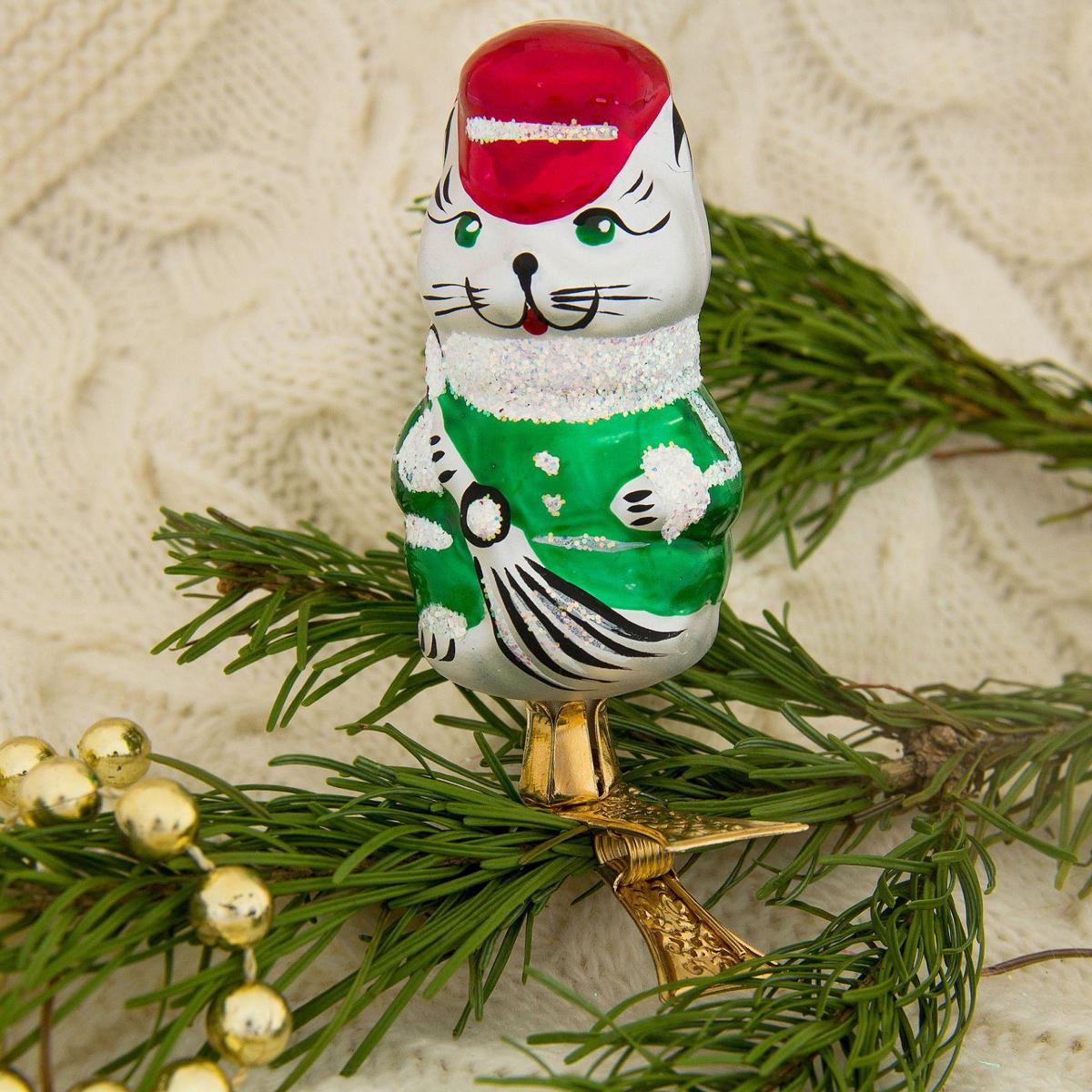 Новогоднее подвесное украшение Ёлочка Кот дворник, 3 х 4,5 х 9 см2564810Новогоднее подвесное украшение Ёлочка отлично подойдет для декорации вашего дома и новогодней ели. Новогоднее украшение можно повесить в любом понравившемся вам месте. Но, конечно, удачнее всего оно будет смотреться на праздничной елке.Елочная игрушка - символ Нового года. Она несет в себе волшебство и красоту праздника. Такое украшение создаст в вашем доме атмосферу праздника, веселья и радости.