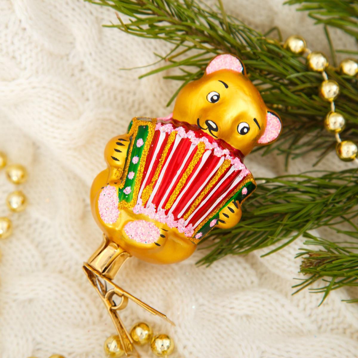 Новогоднее подвесное украшение Ёлочка Мишка с гармошкой, 6,5 х 6,5 х 11 см2564817Новогоднее подвесное украшение Ёлочка отлично подойдет для декорации вашего дома и новогодней ели. Новогоднее украшение можно повесить в любом понравившемся вам месте. Но, конечно, удачнее всего оно будет смотреться на праздничной елке.Елочная игрушка - символ Нового года. Она несет в себе волшебство и красоту праздника. Такое украшение создаст в вашем доме атмосферу праздника, веселья и радости.
