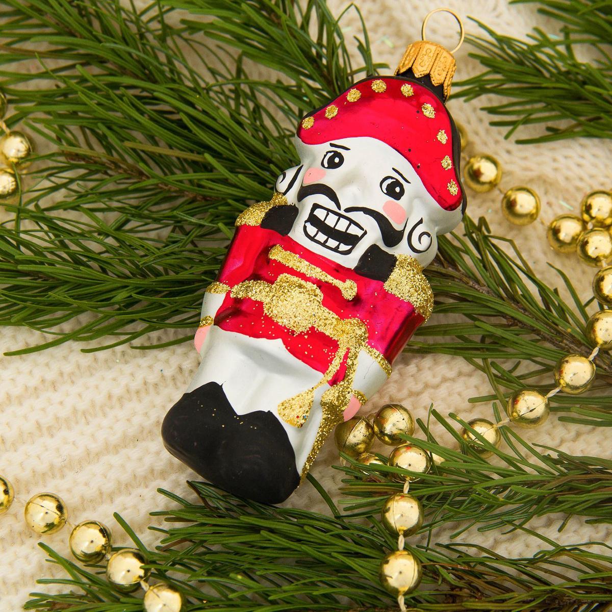 Украшение новогоднее елочное Ёлочка Щелкунчик, 13 х 6 х 6 см2564821Невозможно представить нашу жизнь без праздников! Мы всегда ждём их и предвкушаем, обдумываем, как проведём памятный день, тщательно выбираем подарки и аксессуары, ведь именно они создают и поддерживают торжественный настрой.
