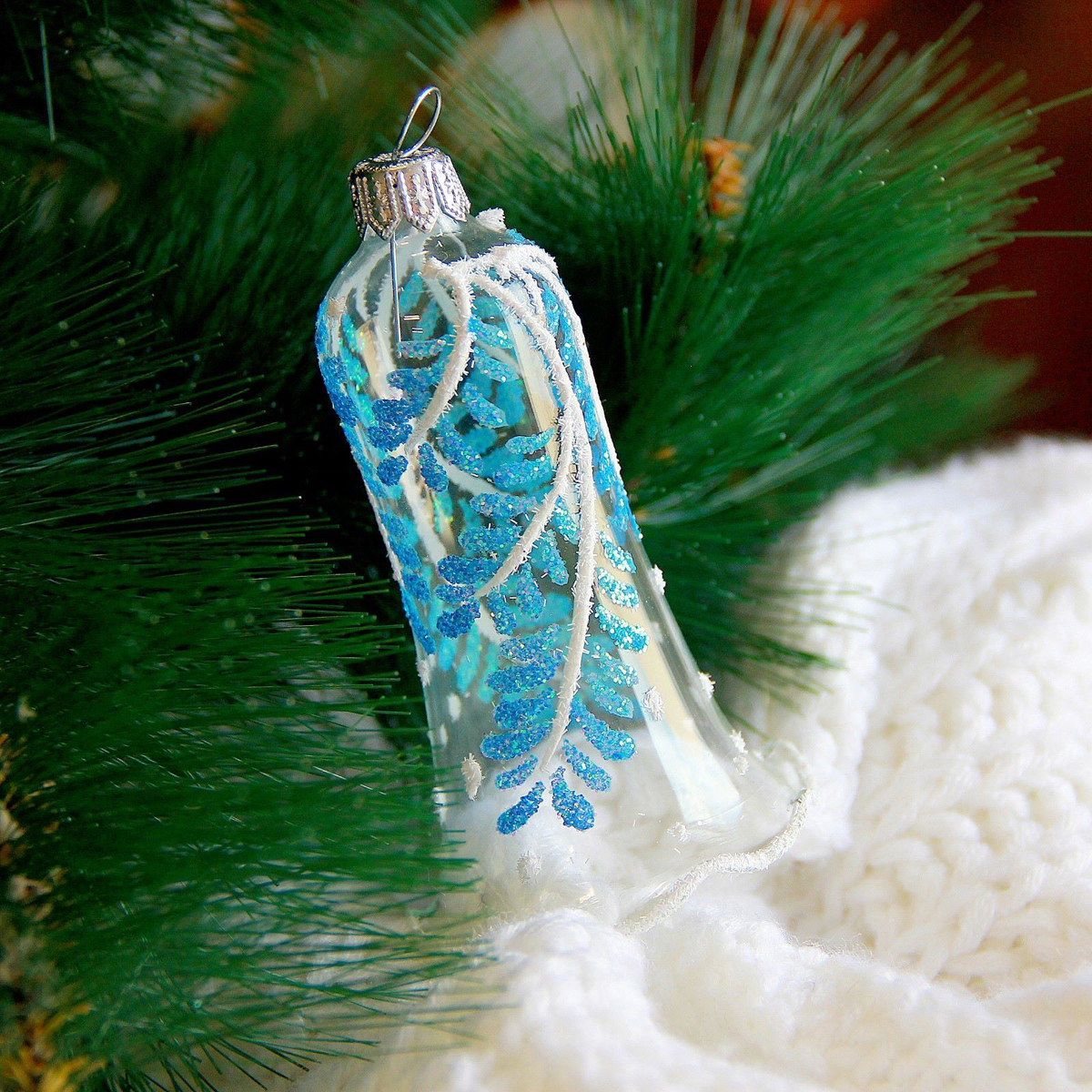 Новогоднее подвесное украшение Ёлочка Веточка, 6 х 6 х 12,5 см2564823Новогоднее подвесное украшение Ёлочка отлично подойдет для декорации вашего дома и новогодней ели. Новогоднее украшение можно повесить в любом понравившемся вам месте. Но, конечно, удачнее всего оно будет смотреться на праздничной елке.Елочная игрушка - символ Нового года. Она несет в себе волшебство и красоту праздника. Такое украшение создаст в вашем доме атмосферу праздника, веселья и радости.