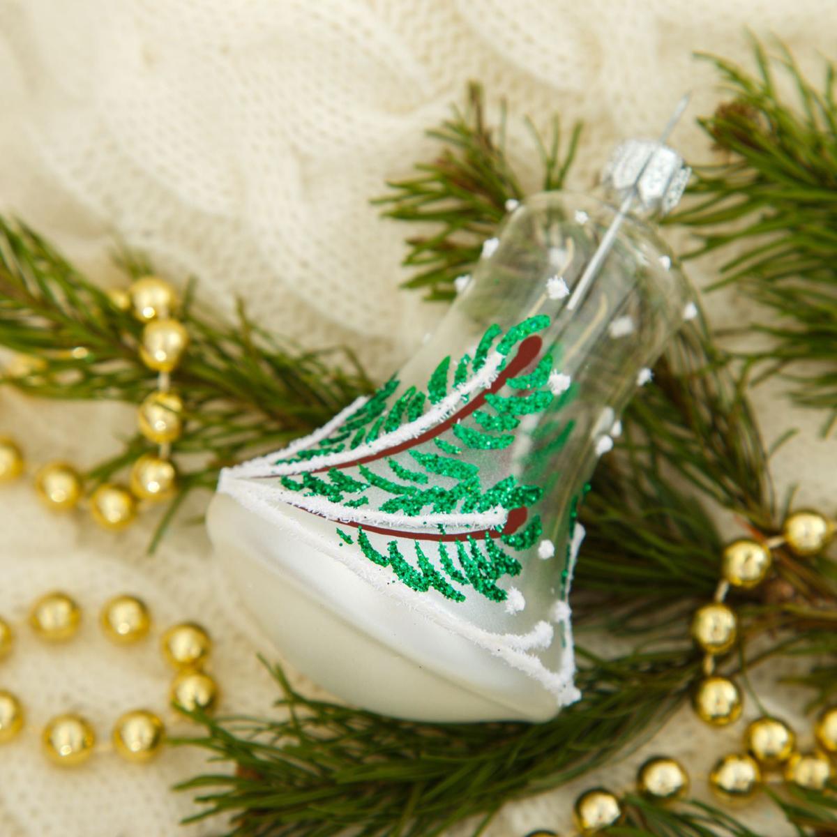 Новогоднее подвесное украшение Ёлочка Еловый колокольчик, 6 х 6 х 12,5 см2564824Новогоднее подвесное украшение Ёлочка отлично подойдет для декорации вашего дома и новогодней ели. Новогоднее украшение можно повесить в любом понравившемся вам месте. Но, конечно, удачнее всего оно будет смотреться на праздничной елке.Елочная игрушка - символ Нового года. Она несет в себе волшебство и красоту праздника. Такое украшение создаст в вашем доме атмосферу праздника, веселья и радости.