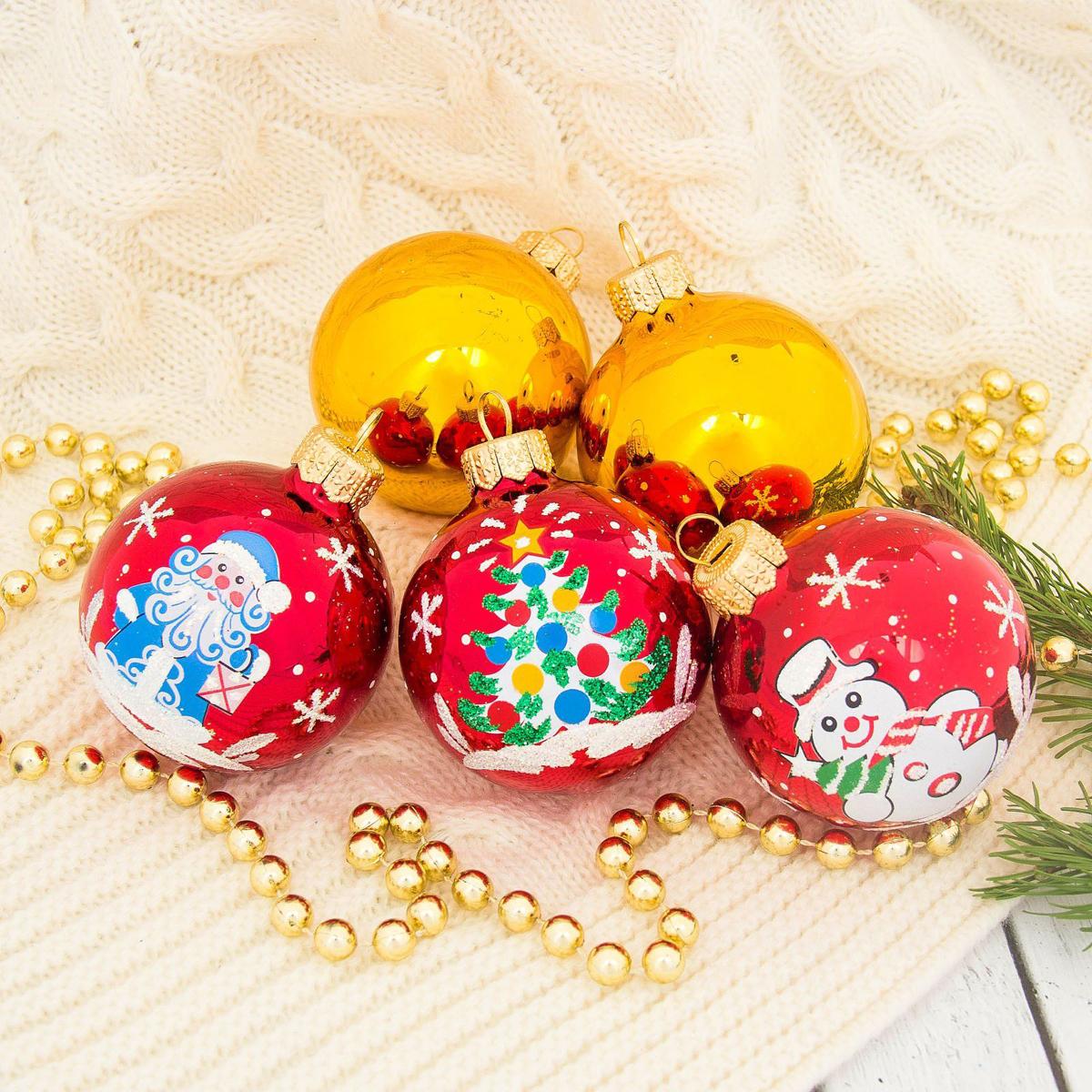 Набор новогодних подвесных украшений Ёлочка Волшебство, диаметр 6 см, 5 шт2564840Набор новогодних подвесных украшений Ёлочка отлично подойдет для декорации вашего дома и новогодней ели. С помощью специальной петельки украшение можно повесить в любом понравившемся вам месте. Но, конечно, удачнее всего оно будет смотреться на праздничной елке. Елочная игрушка - символ Нового года. Она несет в себе волшебство и красоту праздника. Создайте в своем доме атмосферу веселья и радости, украшая новогоднюю елку нарядными игрушками, которые будут из года в год накапливать теплоту воспоминаний.
