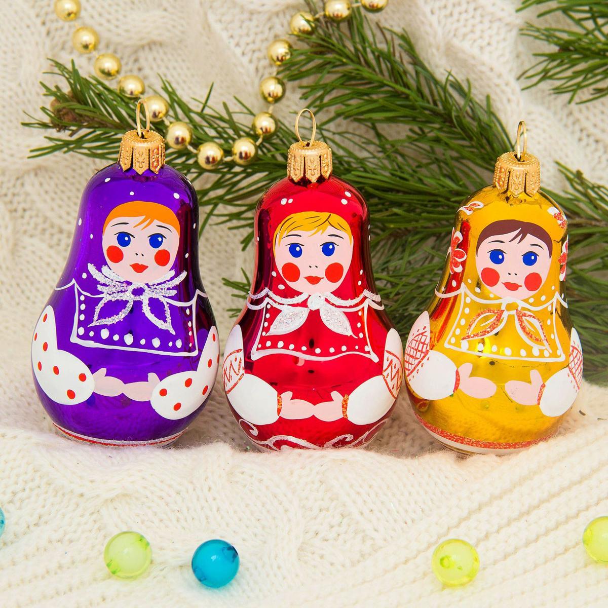 Набор новогодних подвесных украшений Ёлочка Ярмарка, 3 шт2564853Набор новогодних подвесных украшений Ёлочка отлично подойдет для декорации вашего дома и новогодней ели. С помощью специальной петельки украшение можно повесить в любом понравившемся вам месте. Но, конечно, удачнее всего оно будет смотреться на праздничной елке. Елочная игрушка - символ Нового года. Она несет в себе волшебство и красоту праздника. Создайте в своем доме атмосферу веселья и радости, украшая новогоднюю елку нарядными игрушками, которые будут из года в год накапливать теплоту воспоминаний.