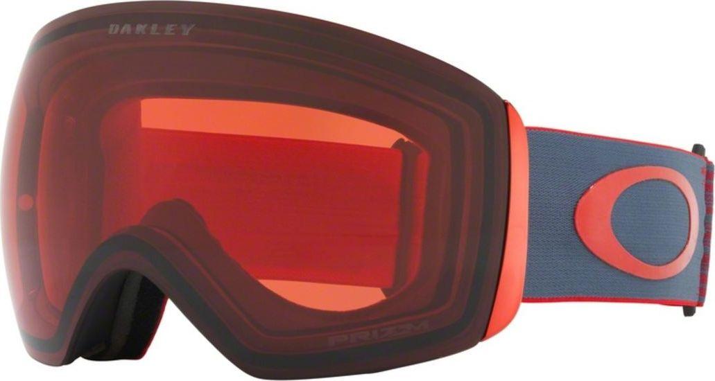Маска горнолыжная Oakley Flight Deck, цвет: серый, красный0OO7050-70505100На Flight Deck инженеров Oakley вдохновили забрала шлемов лётчиков-истребителей. В результате, эта маска получила непревзойдённый угол обзора, широкий ремень с силиконовыми нитями для надёжной фиксации и механизм быстрой смены линз. Дополнительный бонус: маска совместима с большинством моделей шлемов для катания.Особенности:Гибкая рамка оправы O Matter™ адаптируется под форму лица даже при сильном морозеШирокий ремень равномерно распределяет давление на черепНизкий профиль оправы маски и увеличенный размер линз способствуют широкому углу обзораТройная влагоотводящая прослойка из микрофлисаСпециальные отверстия под креплениями для ремня позволяют носить маску вместе с корректирующими зрение очкамиДвойные линзы с покрытием, устойчивым к запотеванию F3 Anti-fog100% защита от УФ излучения (UVA, UVB и UVC)Отвечает стандартам качества ANSI Z87.1 и EN 174:2001Материал линз: Plutonite®