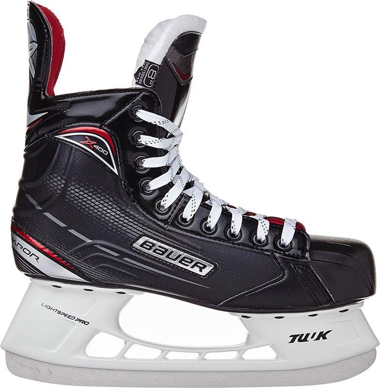 """Хоккейные коньки Bauer """"Vapor X400"""" - взрослая модель, разработанная специально для начинающих хоккеистов. Материал Tech Nylon, используемый в качестве материала для корпуса ботинок, обладает высокой прочностью и устойчивостью к механическим повреждениям.  Ботинок имеет характерный для линейки Vapor дизайн X-Rib с ребрами жесткости в задней части, что придает ботинку пространственную жесткость, ботинок меньше деформируется при нагрузке и способствует быстрой передачи усилия от ноги на лед. Термоформируемый верх обладает удобной посадкой. Дополнительное заполнение в области лодыжки, выполненное из модернизированной пены Anaform Foams, обеспечивает плотную фиксацию пятки и голеностопного сустава, не позволяет ноге проскальзывать в ботинке и придает дополнительную устойчивость.  Внутренняя подкладка из микрофибры обеспечивает комфорт и способствует быстрому высыханию ботинок. Внутренний язычок имеет анатомическую, двухсоставную конструкцию, в качестве внутреннего наполнения в язычке используется пена средней плотности и подкладка из белого войлока. Внутренняя формованная стелька Comfort способствует удобному положению стопы внутри ботинка.  Термопластичная резина, используемая при изготовлении подошвы ботинок, отличается долговечностью, высокой морозоустойчивостью, легкостью. К ботинкам приклепаны стаканы Tuuk Lightspeed Pro с несменными лезвиями Tuuk Super-Stainless."""