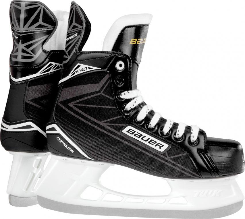 Коньки хоккейные для мальчиков BAUER Supreme S140, цвет: черный. 1048627. Размер 241048627Детские хоккейные коньки BAUER SUPREME 140 YTH выпущены для игроков младшего возраста, которые только начинают учиться основам игры. Внешнее покрытие ботинок выполнено из прочного нейлона, устойчивого к истиранию, царапинам и порезам. Набивка в области лодыжки и интегрированная пяточная чаша анатомической формы позволяют добиться идеальной посадки и надежно фиксируют голеностопный сустав и пятку, что снижает риск травм при динамичном движении. Гибкий язычок с войлочной набивкой, за счет своей анатомической формы, удобно охватывает переднюю часть голеностопного сустава, не перемещается из стороны в сторону при движении, создает комфортные ощущения и уменьшает давление шнуровки на подъем ноги. Формованная, внутренняя стелька выполнена из вспененного материала EVA и обеспечивает удобное и устойчивое положение стопы внутри ботинка. Внутренняя подкладка из мягкой микрофибры обладает отличными износостойкими качествами, эффективно защищает ноги от влаги и холода, обеспечивая оптимальный микроклимат внутри ботинок. Внешний, усиленный задник надежно защищает ахиллесово сухожилие и пяточную зону от возможных травм. Подошва выполнена из прочной, легкой, термопластичной резины. Коньки укомплектованы прочными стаканами Tuuk Lightspeed Pro с несменными лезвиями, выполненными из высококачественной, нержавеющей стали Tuuk Super.