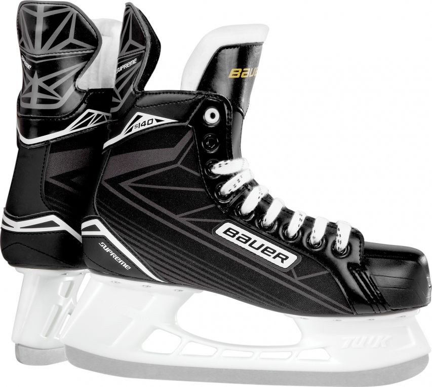 Коньки хоккейные для мальчиков BAUER Supreme S140, цвет: черный. 1048627. Размер 301048627Детские хоккейные коньки BAUER SUPREME 140 YTH выпущены для игроков младшего возраста, которые только начинают учиться основам игры. Внешнее покрытие ботинок выполнено из прочного нейлона, устойчивого к истиранию, царапинам и порезам. Набивка в области лодыжки и интегрированная пяточная чаша анатомической формы позволяют добиться идеальной посадки и надежно фиксируют голеностопный сустав и пятку, что снижает риск травм при динамичном движении. Гибкий язычок с войлочной набивкой, за счет своей анатомической формы, удобно охватывает переднюю часть голеностопного сустава, не перемещается из стороны в сторону при движении, создает комфортные ощущения и уменьшает давление шнуровки на подъем ноги. Формованная, внутренняя стелька выполнена из вспененного материала EVA и обеспечивает удобное и устойчивое положение стопы внутри ботинка. Внутренняя подкладка из мягкой микрофибры обладает отличными износостойкими качествами, эффективно защищает ноги от влаги и холода, обеспечивая оптимальный микроклимат внутри ботинок. Внешний, усиленный задник надежно защищает ахиллесово сухожилие и пяточную зону от возможных травм. Подошва выполнена из прочной, легкой, термопластичной резины. Коньки укомплектованы прочными стаканами Tuuk Lightspeed Pro с несменными лезвиями, выполненными из высококачественной, нержавеющей стали Tuuk Super.
